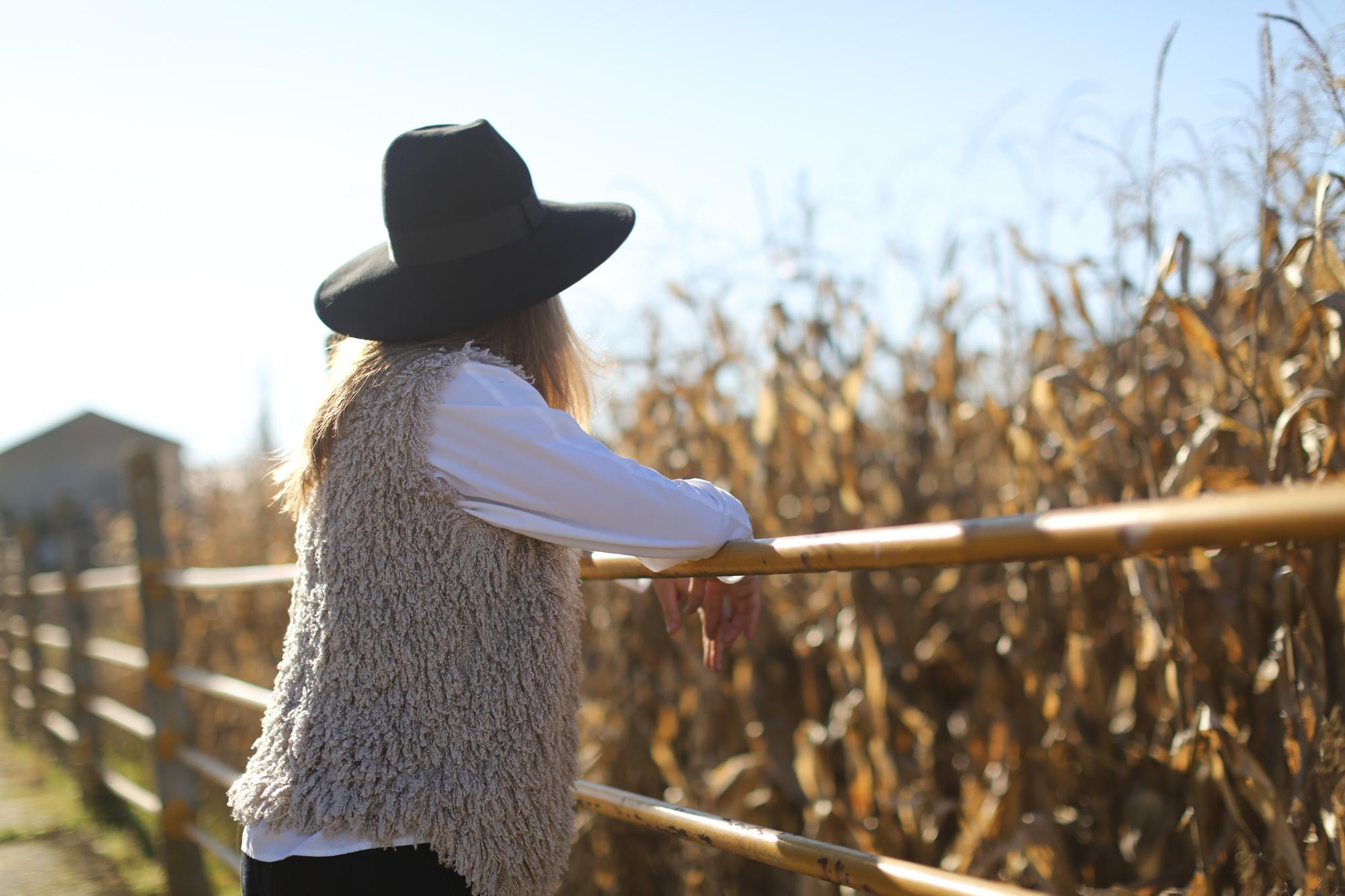 Clochet_streetstyle_cowboy_boots_fedora_hat_waistcoat-1-10