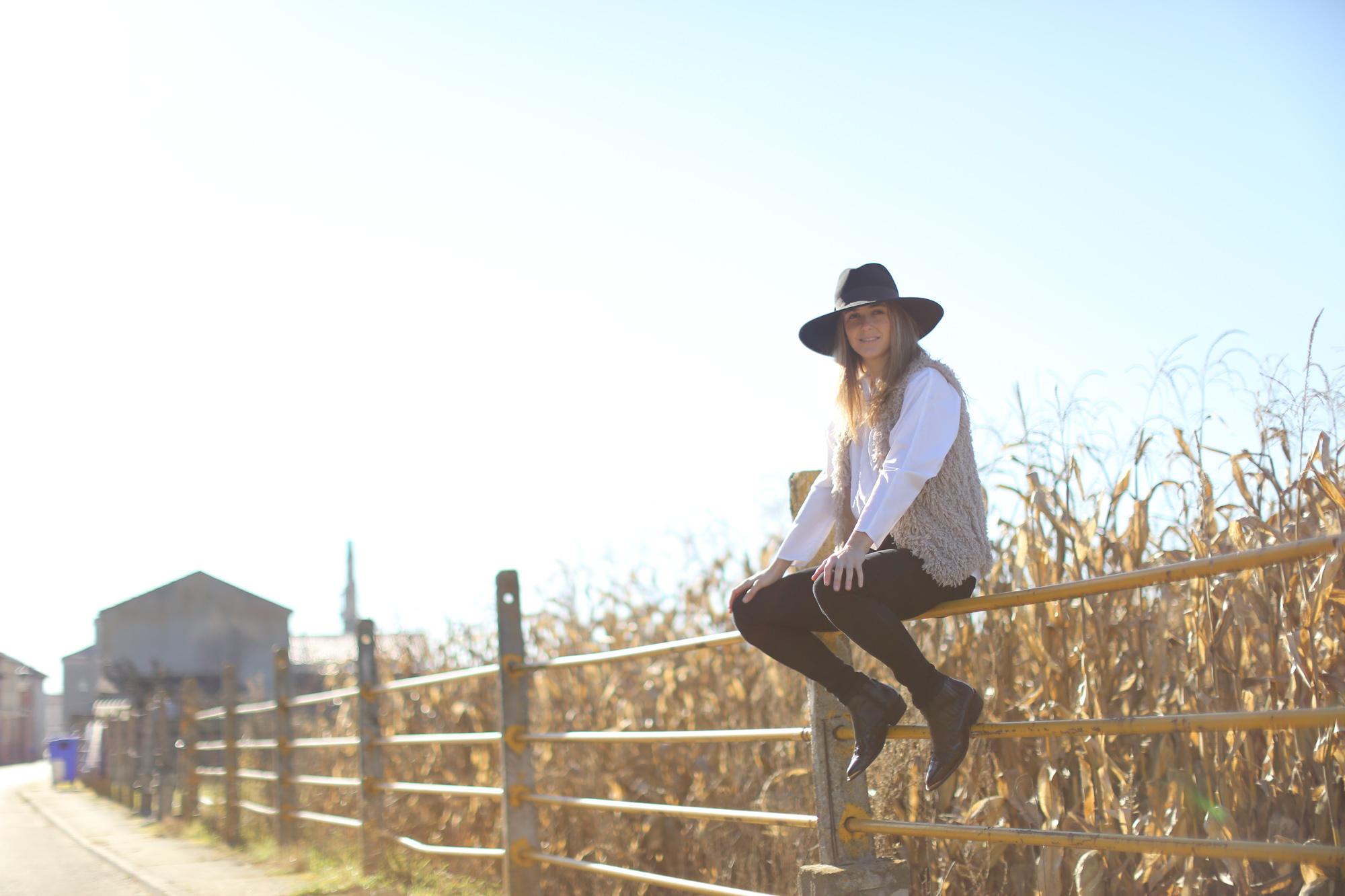 Clochet_streetstyle_cowboy_boots_fedora_hat_waistcoat-1-2