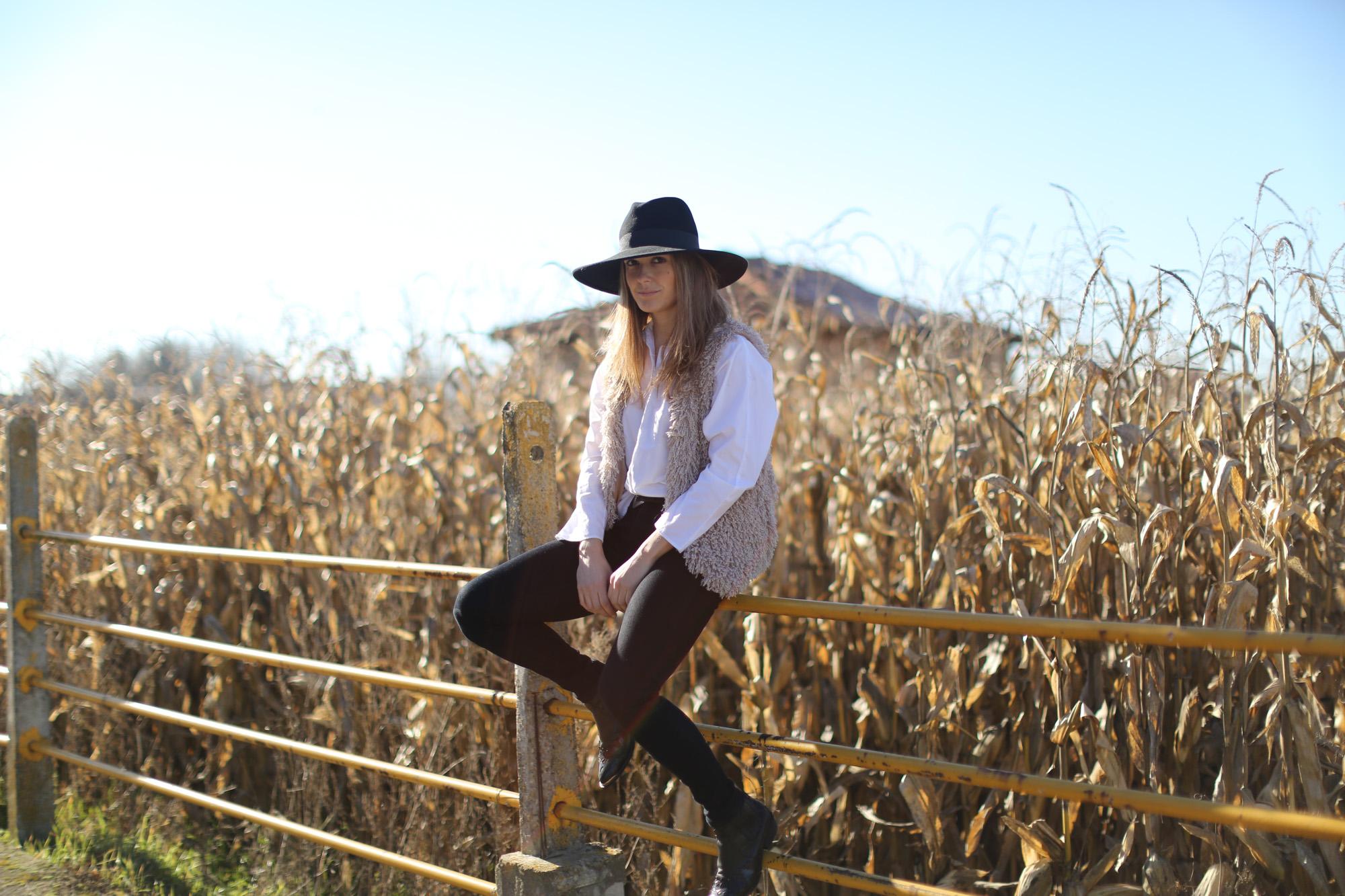 Clochet_streetstyle_cowboy_boots_fedora_hat_waistcoat-1