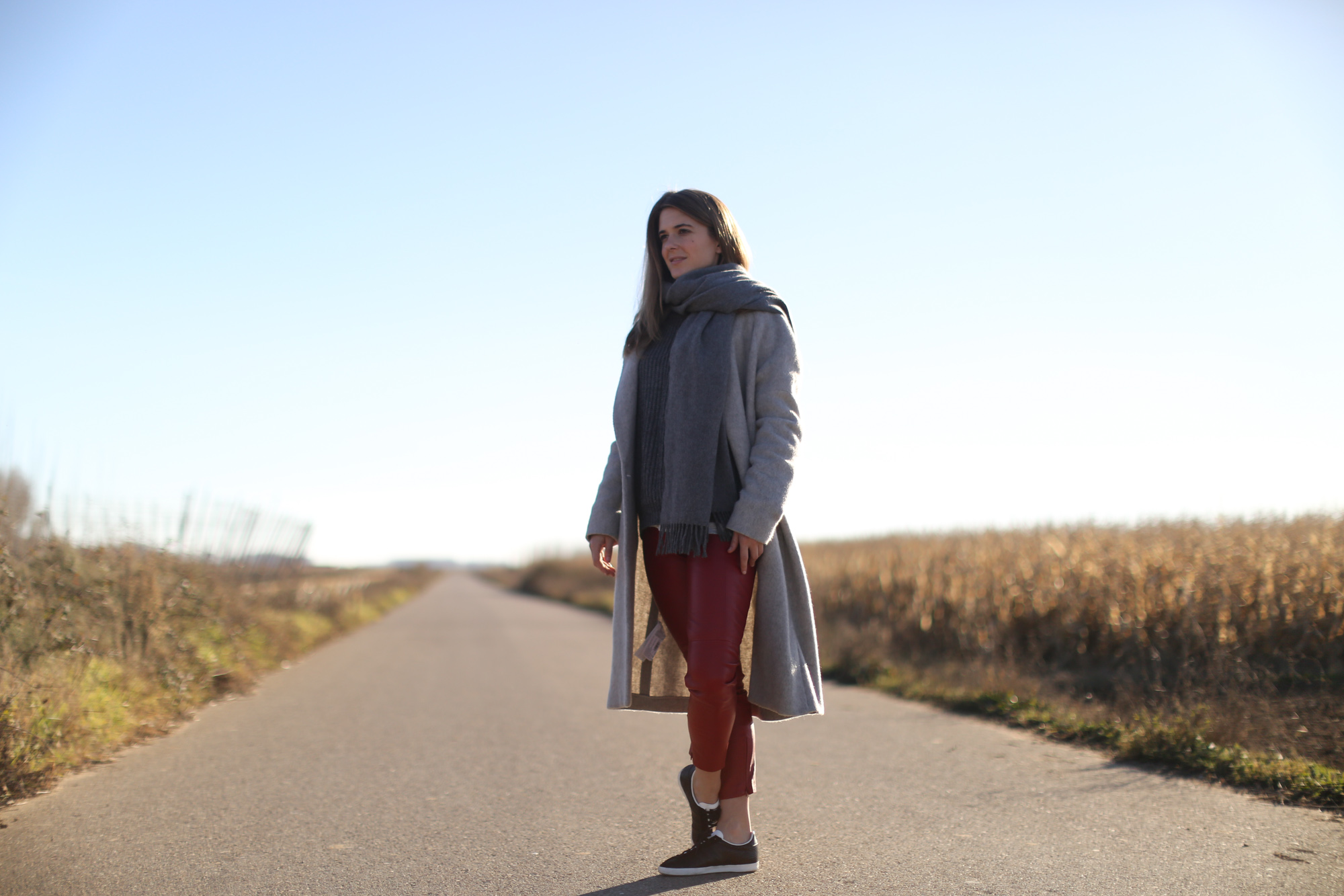 Clochet_streetstyle_mango_long_grey_coat_rd_leather_trousers_adidas_gazelle-1-6