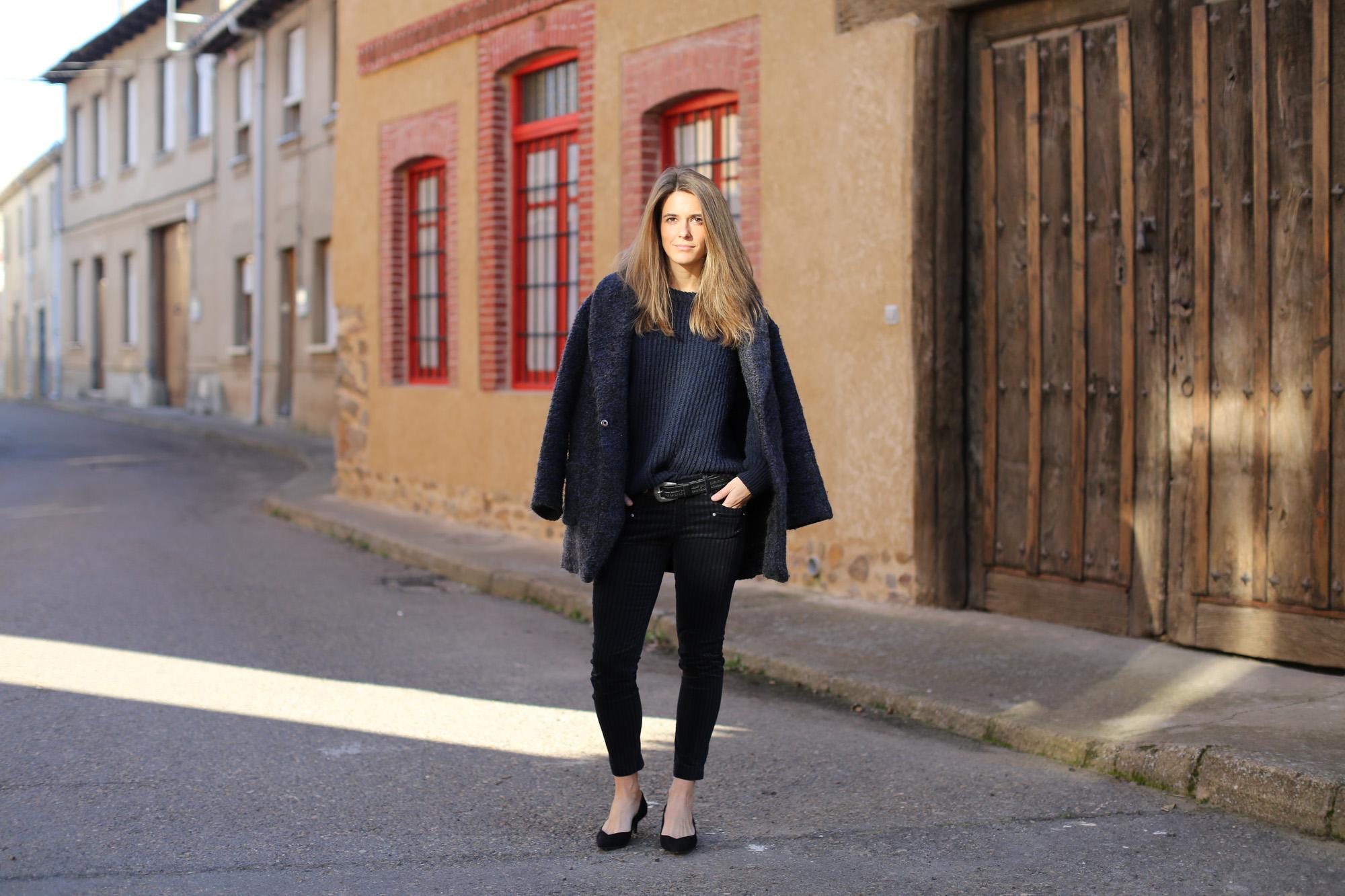 Clochet_streetstyle_zara_pantalon_velveton_kitten_heels_mango_coat-1