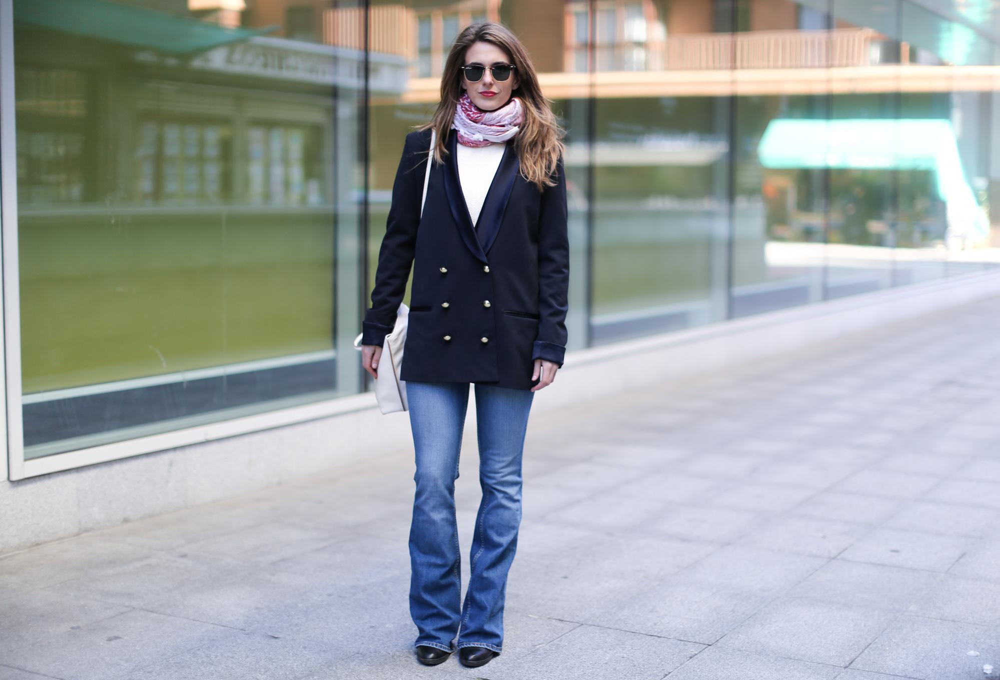 Clochet-streetstyle-flared-jeans-purificacion-garcia-bag-rayban-clubmaster-micolet-blazer-2
