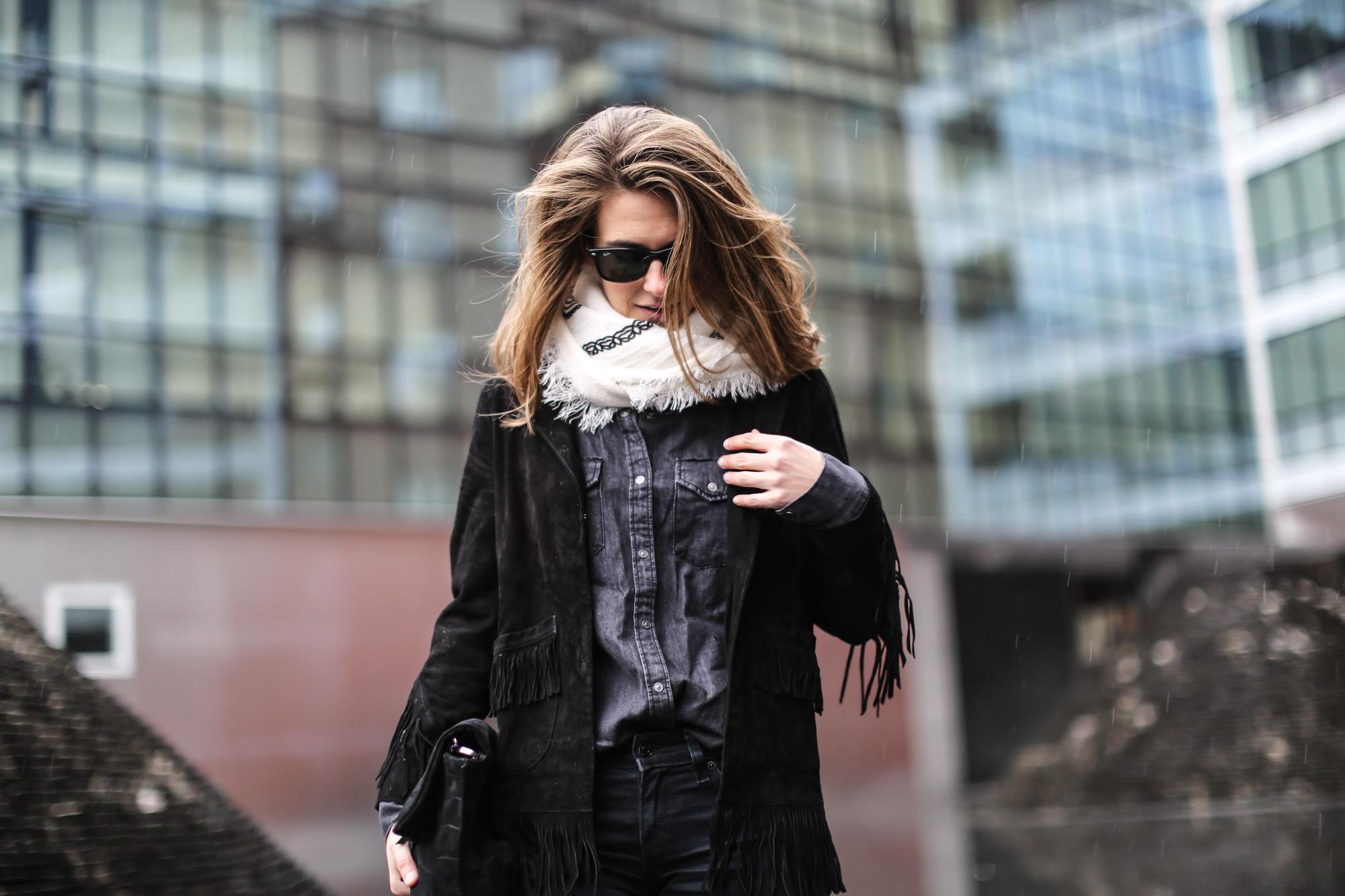 Clochet-streetstyle-maje-suede-fringed-jacket-bandana-scarf-7