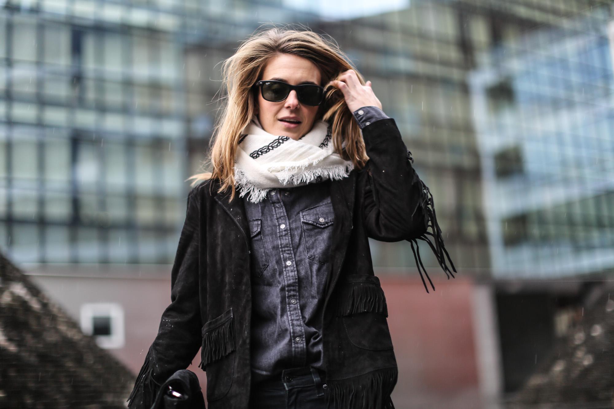 Clochet-streetstyle-maje-suede-fringed-jacket-bandana-scarf-8
