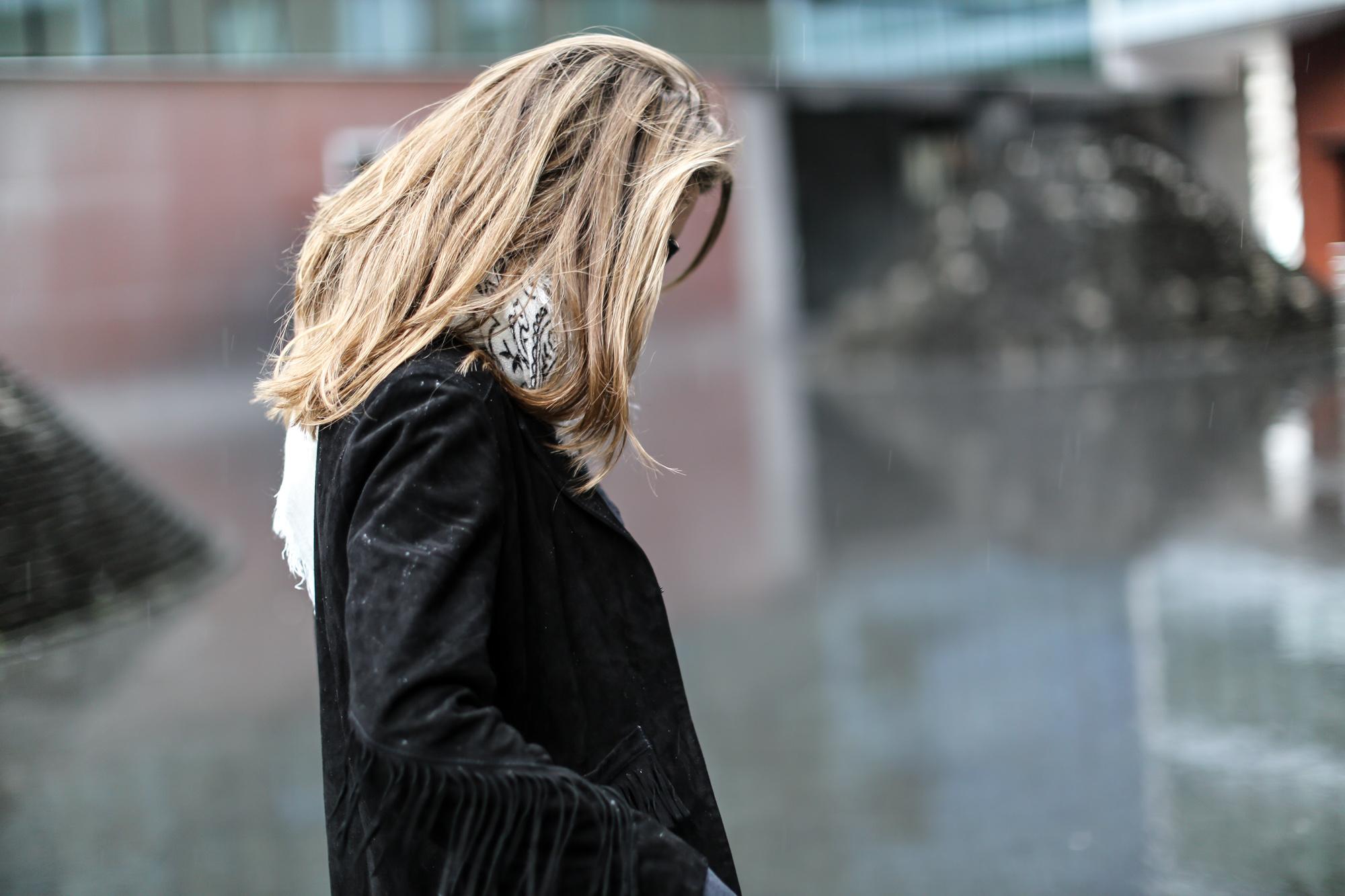 Clochet-streetstyle-maje-suede-fringed-jacket-bandana-scarf-9