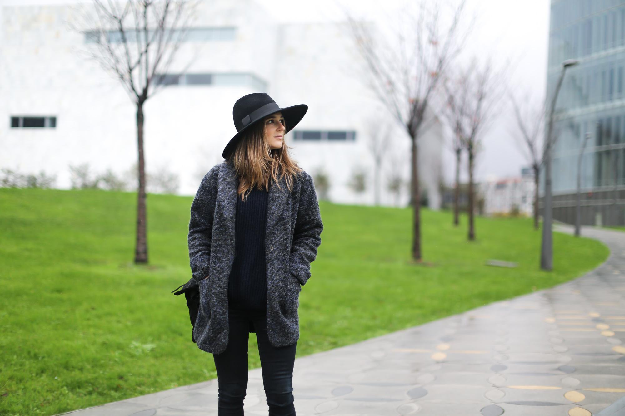 Clochet-streetstyle-mango-jacket-fedora-hat-kitten-heels-4