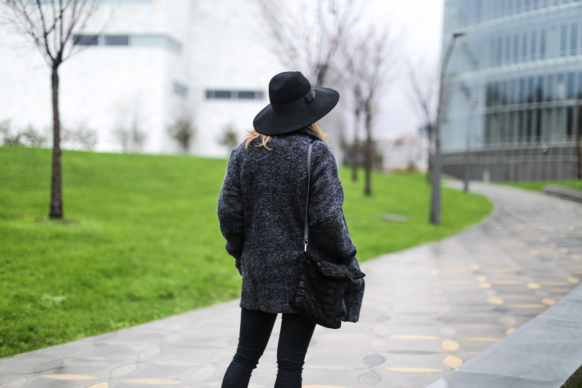 Clochet-streetstyle-mango-jacket-fedora-hat-kitten-heels-5