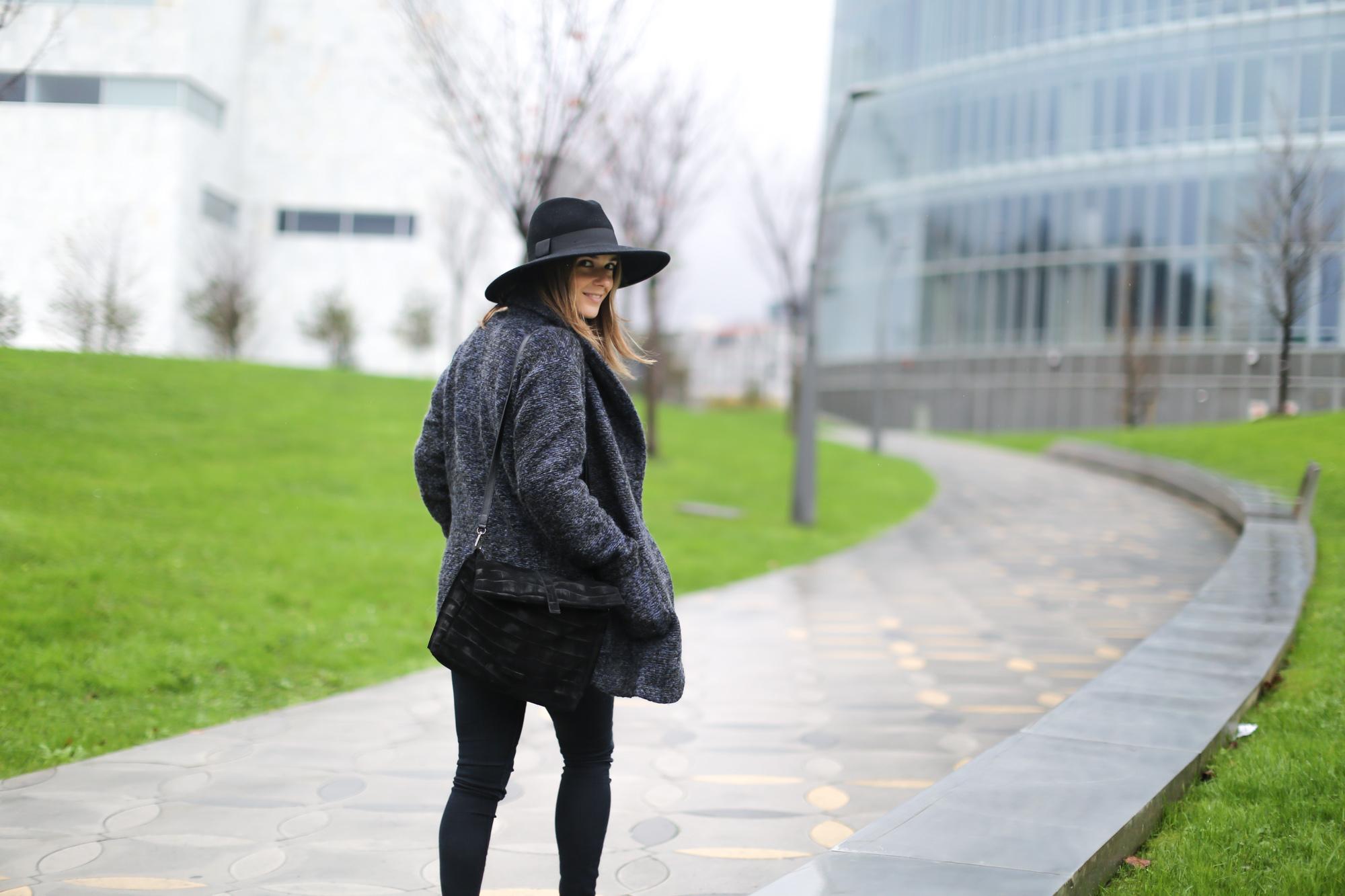Clochet-streetstyle-mango-jacket-fedora-hat-kitten-heels-6