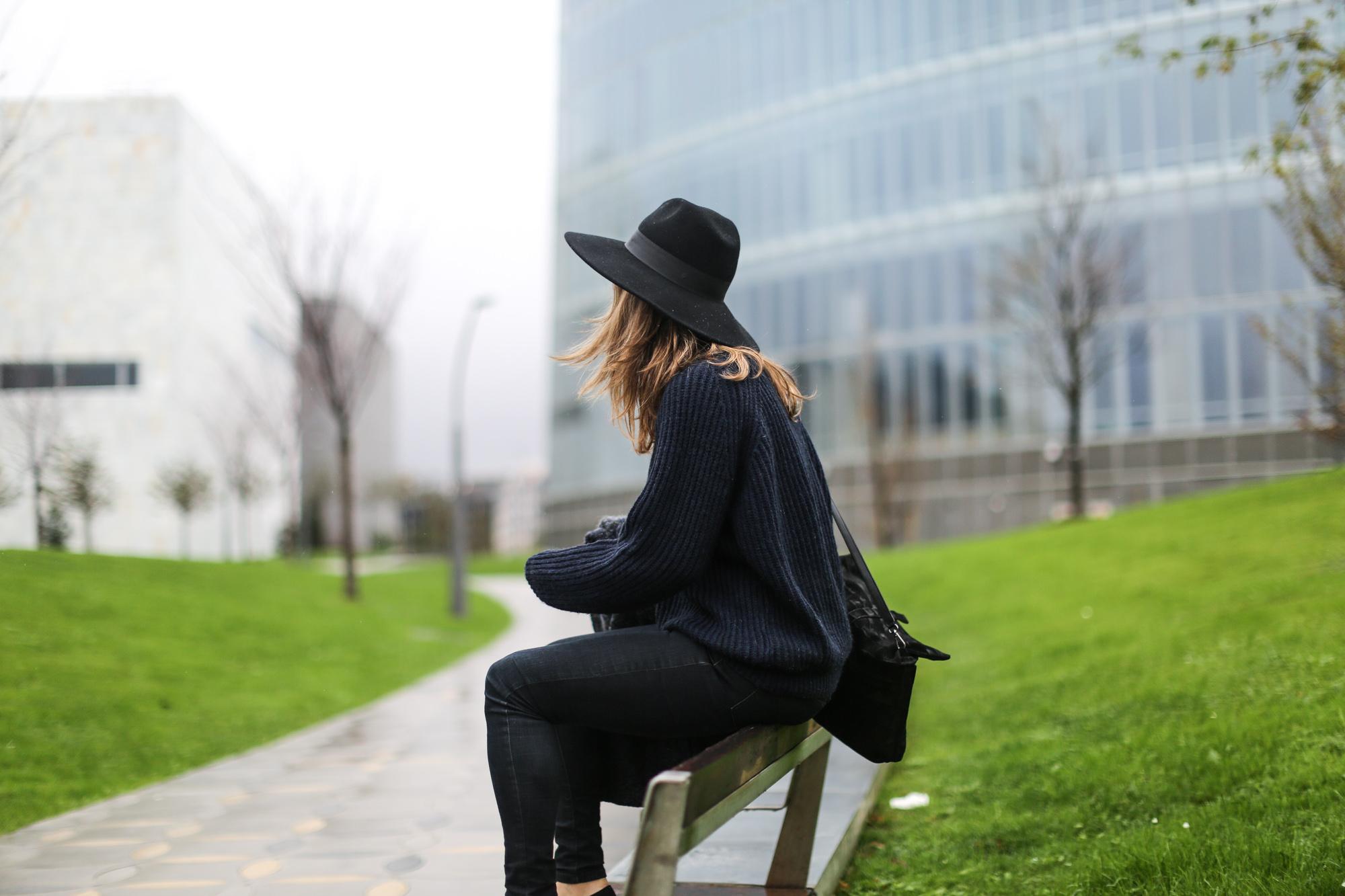 Clochet-streetstyle-mango-jacket-fedora-hat-kitten-heels-8
