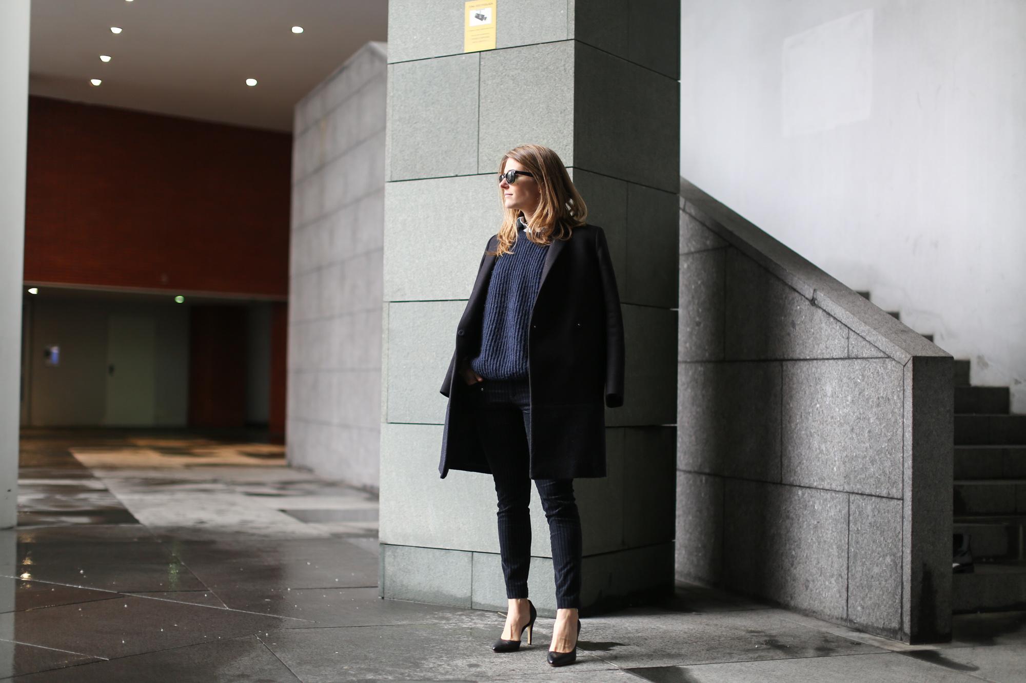 Clochet-streetstyle-navy-chunky-knit-zara-velvet-trousers