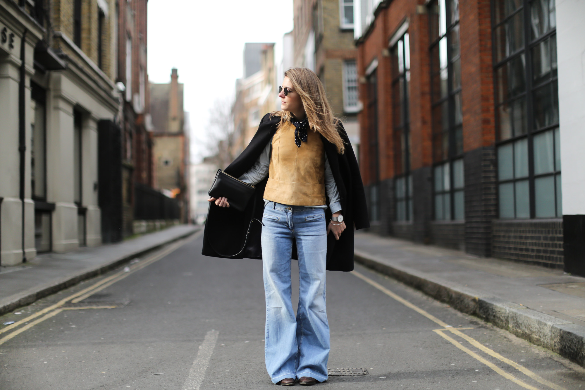 Clochet-wide-retro-jeans-suede-top-cos-coat-2