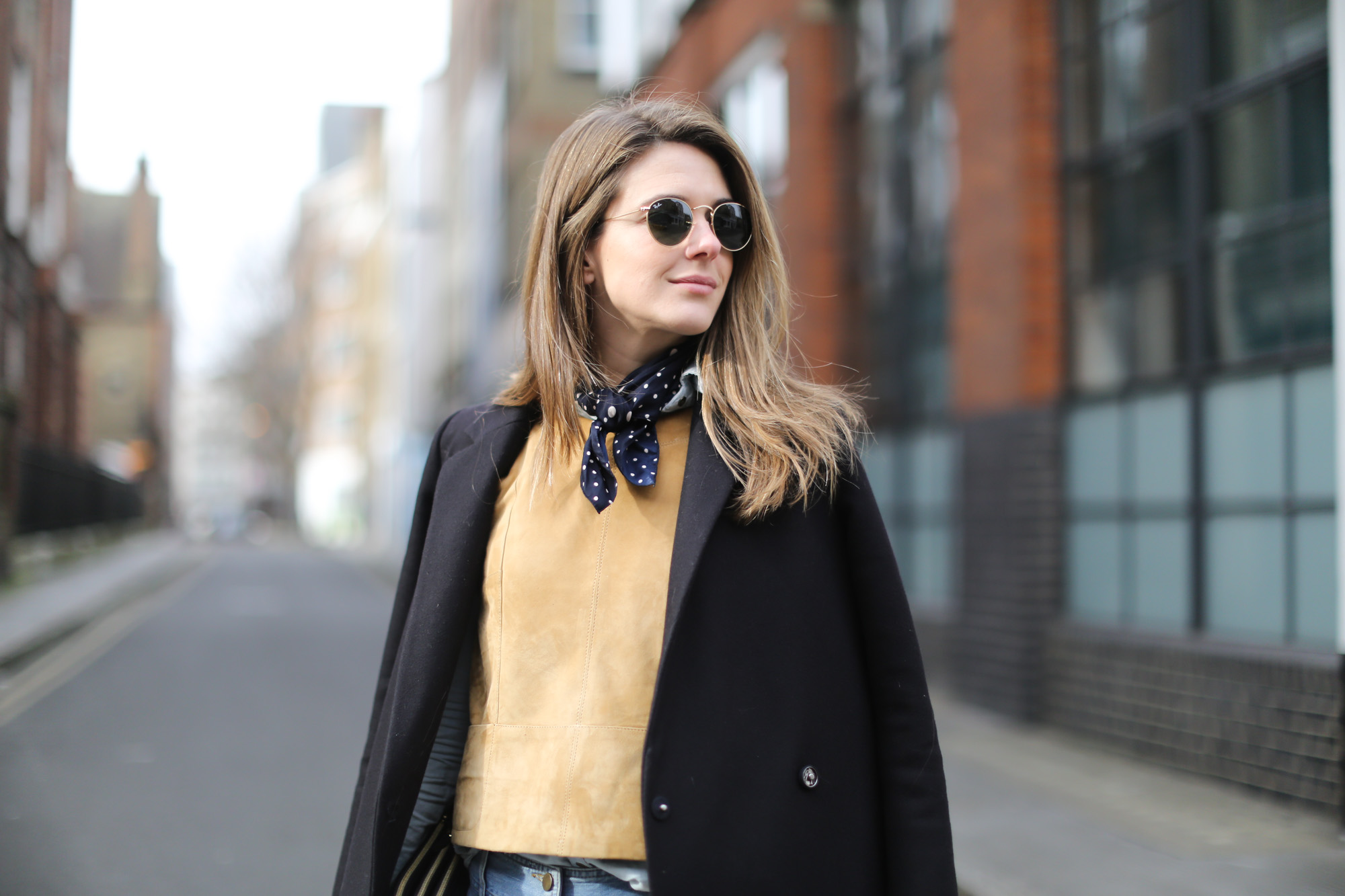 Clochet-wide-retro-jeans-suede-top-cos-coat-4