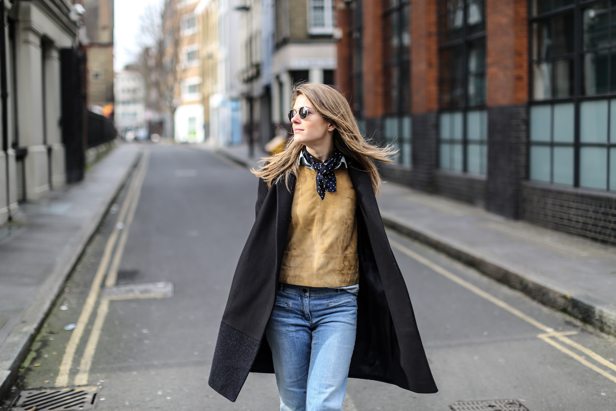 Clochet-wide-retro-jeans-suede-top-cos-coat-9