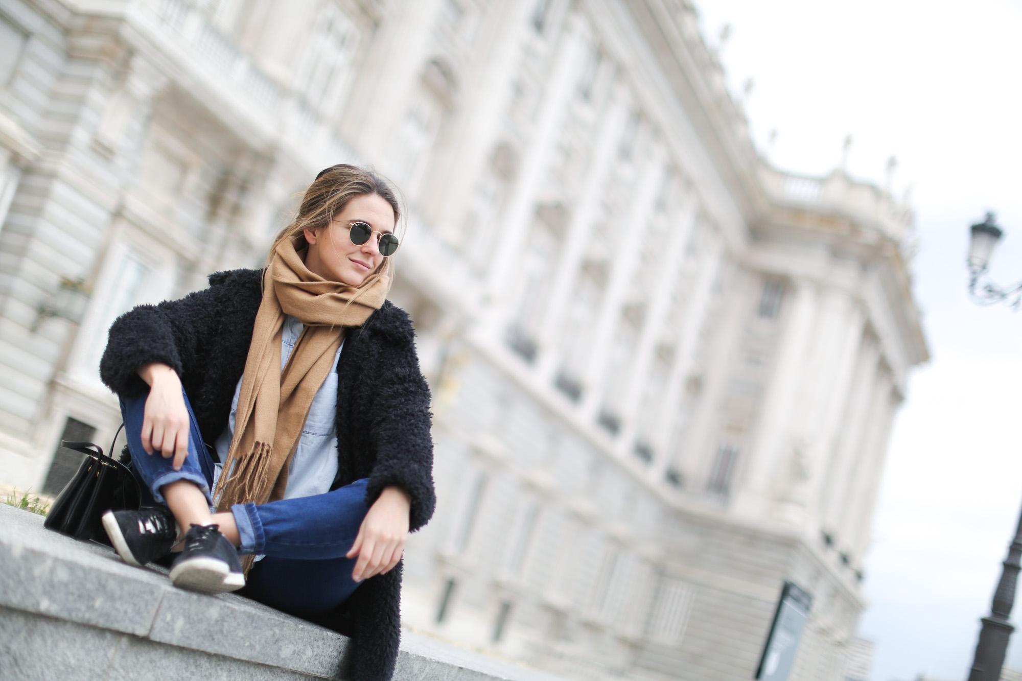 Clochet-mango-flurry-coat-mum-jeans-adidas-gazelle-13
