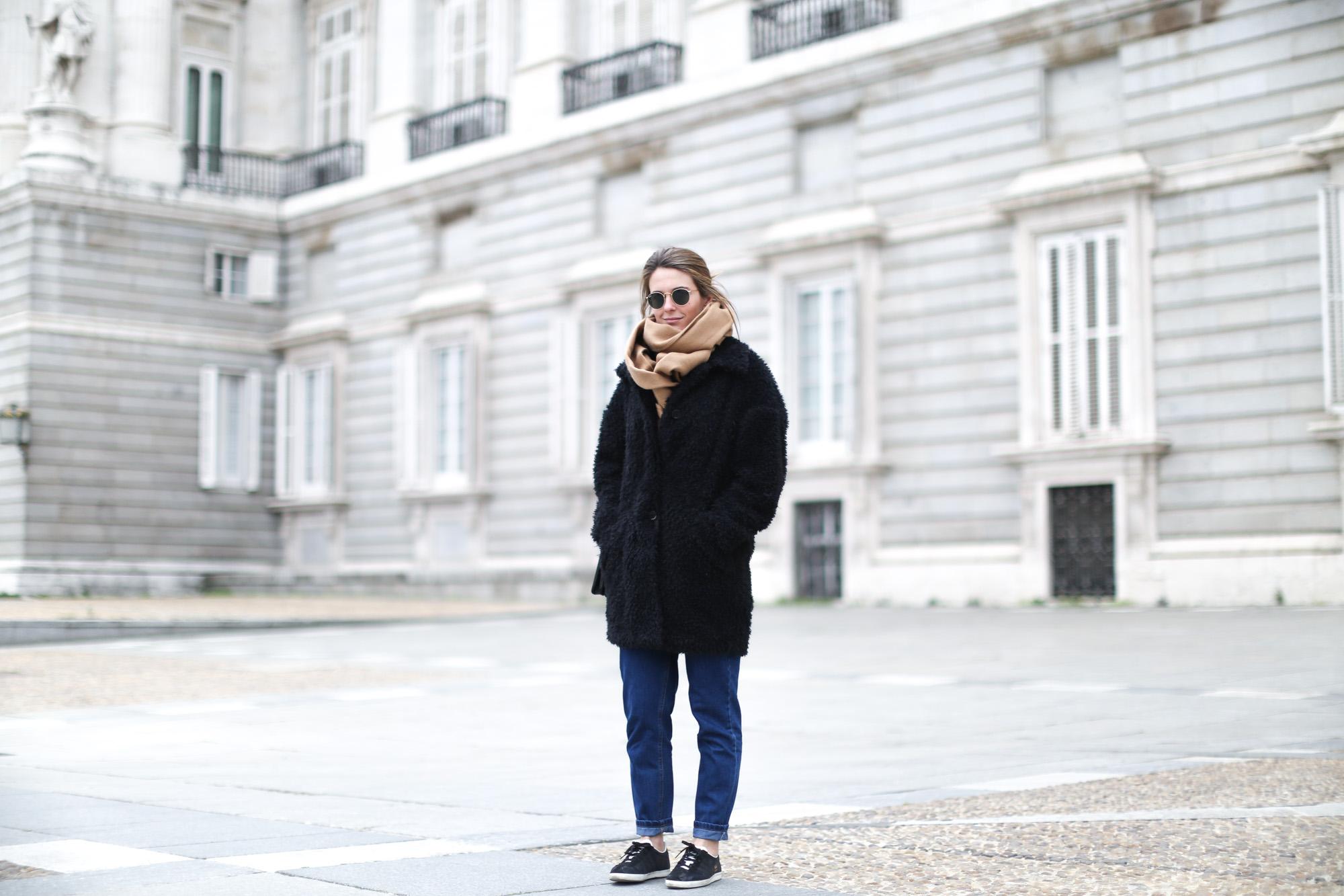 Clochet-mango-flurry-coat-mum-jeans-adidas-gazelle