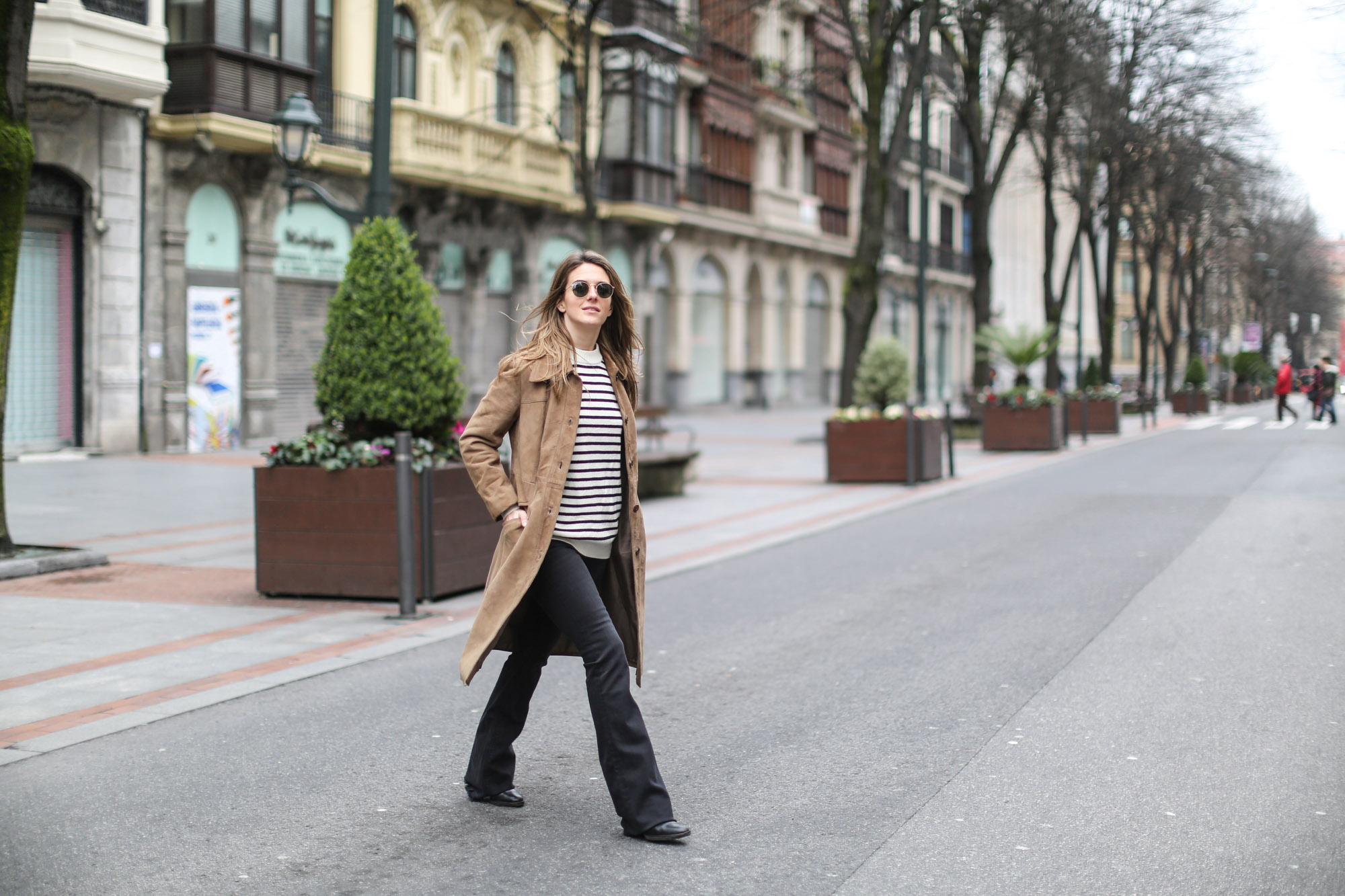 Clochet-streetstyle-black-flared-jeans-suede-vintage-coat-finery-london-bag-13