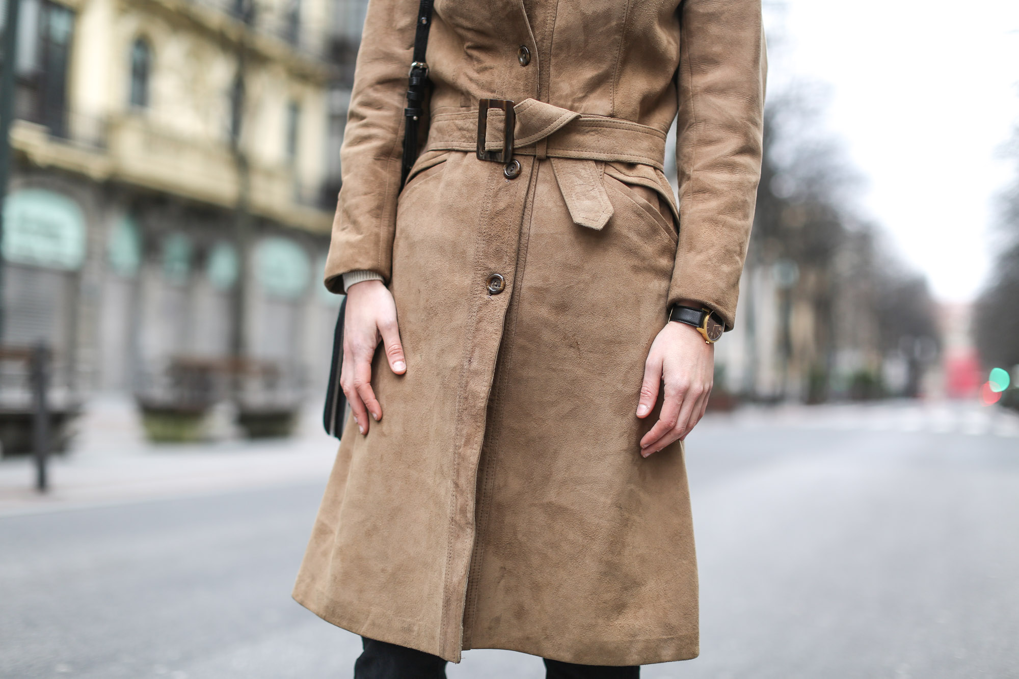 Clochet-streetstyle-black-flared-jeans-suede-vintage-coat-finery-london-bag-6