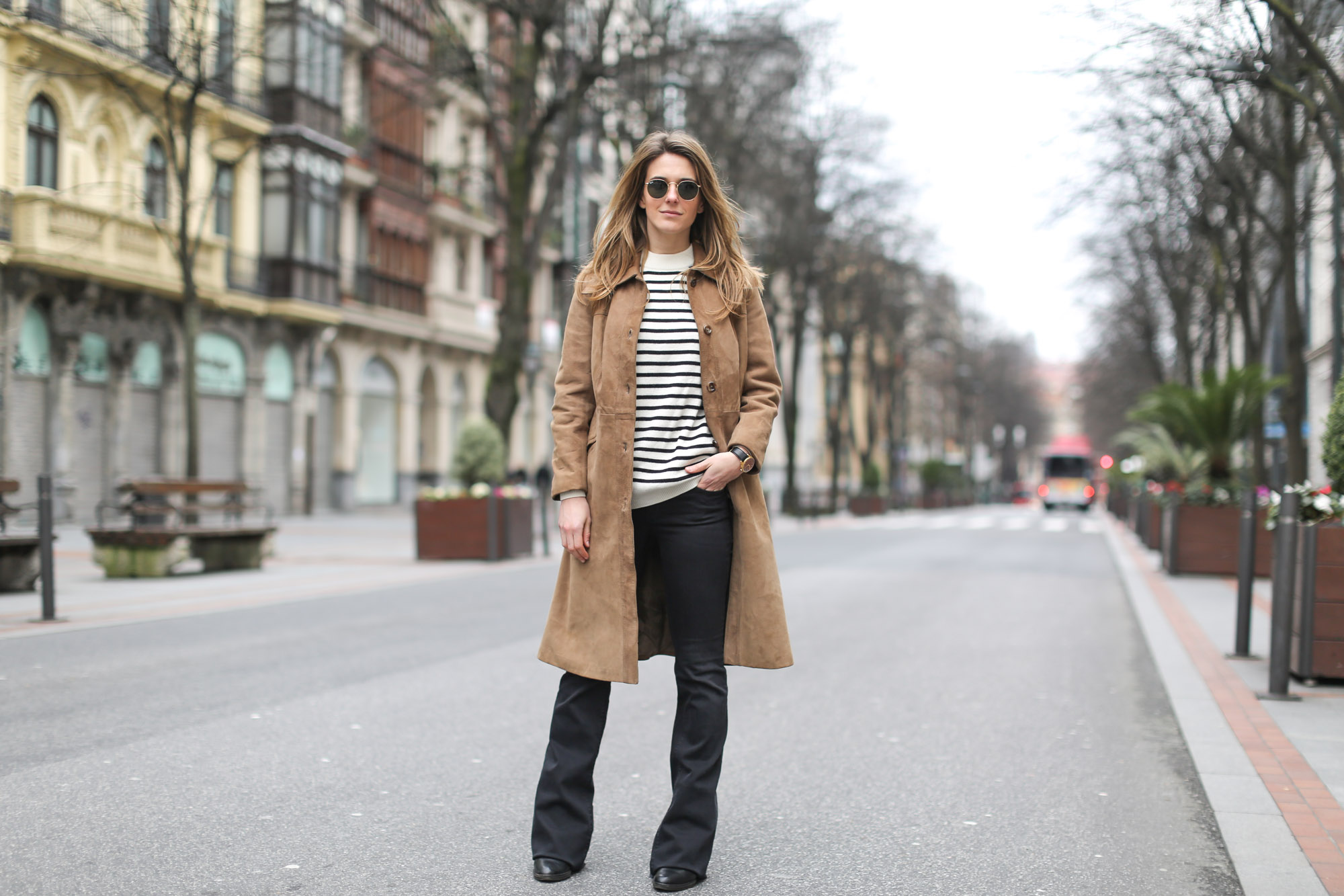 Clochet-streetstyle-black-flared-jeans-suede-vintage-coat-finery-london-bag-7