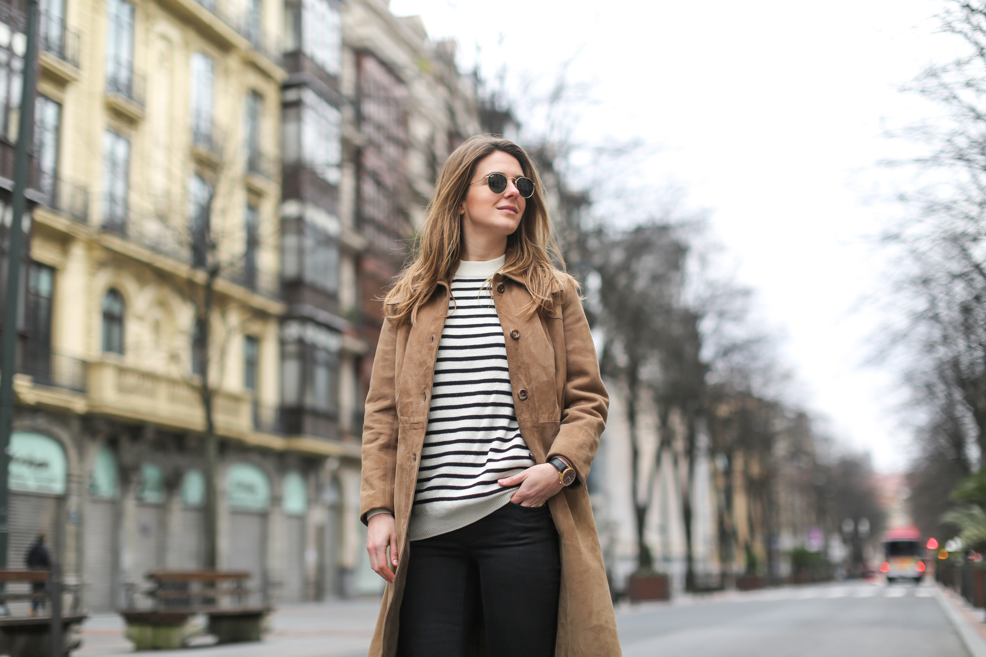 Clochet-streetstyle-black-flared-jeans-suede-vintage-coat-finery-london-bag-8