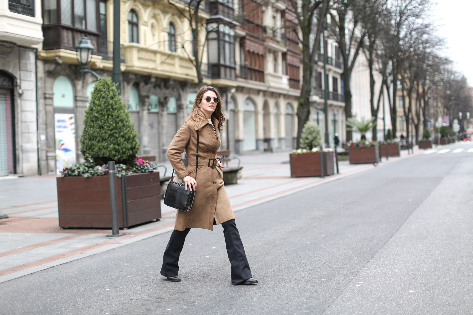 Clochet-streetstyle-black-flared-jeans-suede-vintage-coat-finery-london-bag