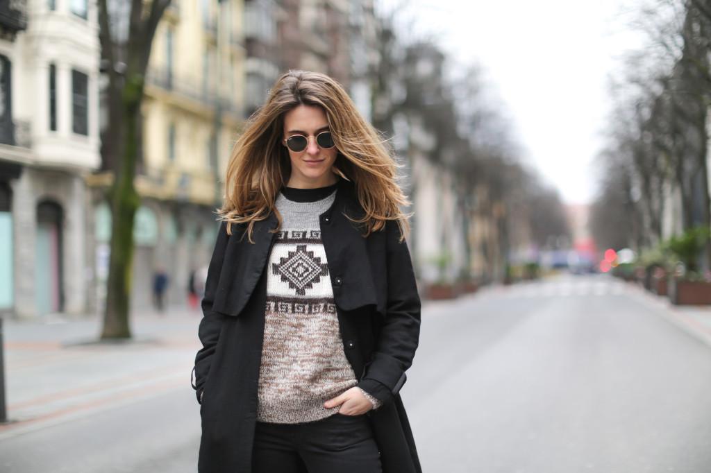 Clochet-streetstyle-isabel-marant-remington-sweater-zara-black-flared-jeans-2