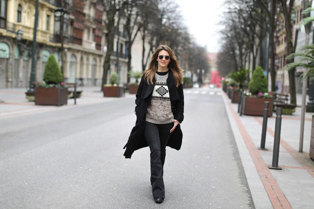 Clochet-streetstyle-isabel-marant-remington-sweater-zara-black-flared-jeans-5