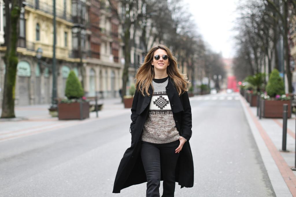 Clochet-streetstyle-isabel-marant-remington-sweater-zara-black-flared-jeans-6