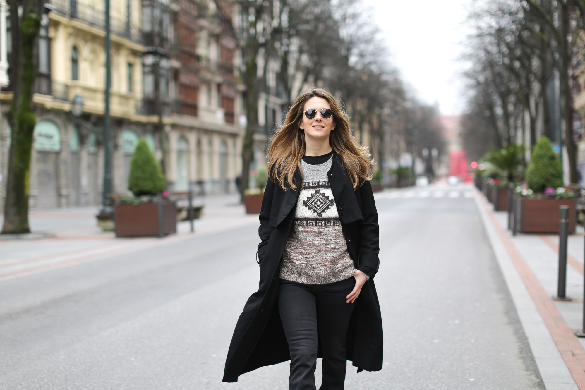 Clochet-streetstyle-isabel-marant-remington-sweater-zara-black-flared-jeans-6