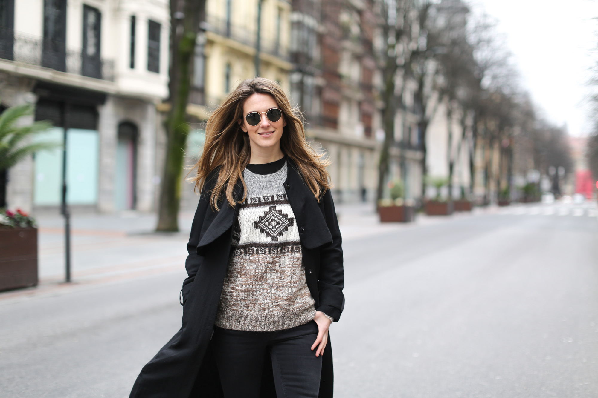 Clochet-streetstyle-isabel-marant-remington-sweater-zara-black-flared-jeans-7