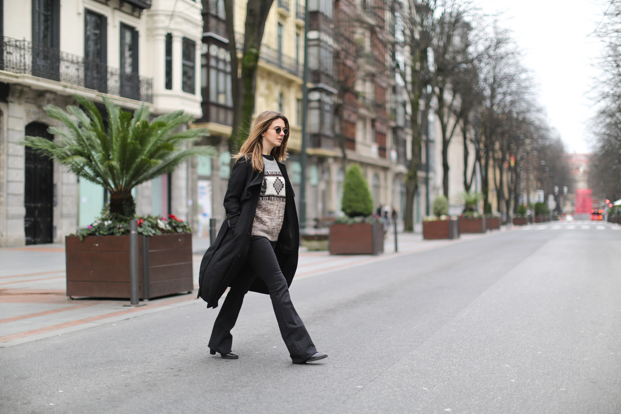 Clochet-streetstyle-isabel-marant-remington-sweater-zara-black-flared-jeans