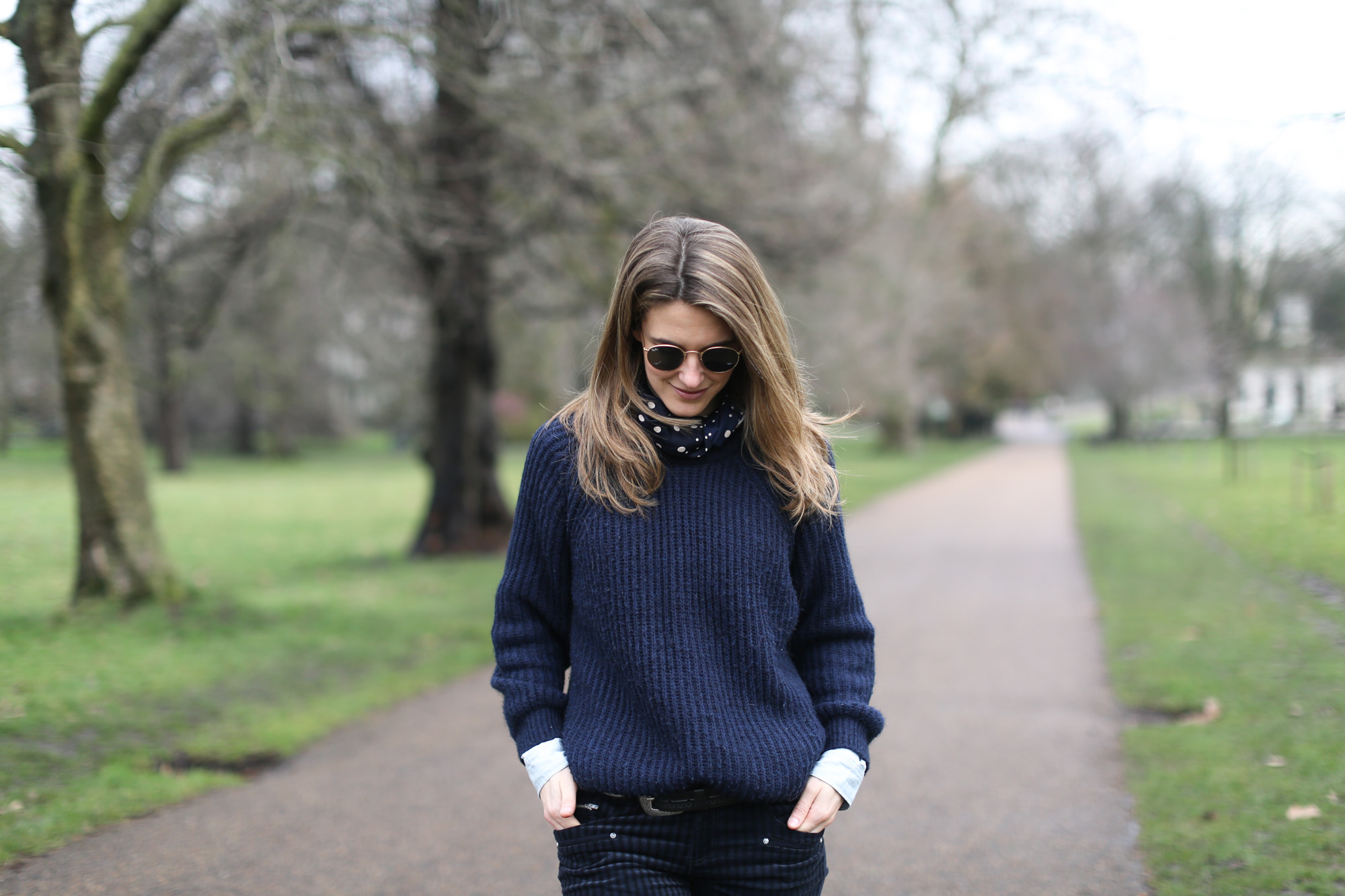 Clochet-streetstyle-london-hyde-park-cos-coat-navy-chunky-knit-11