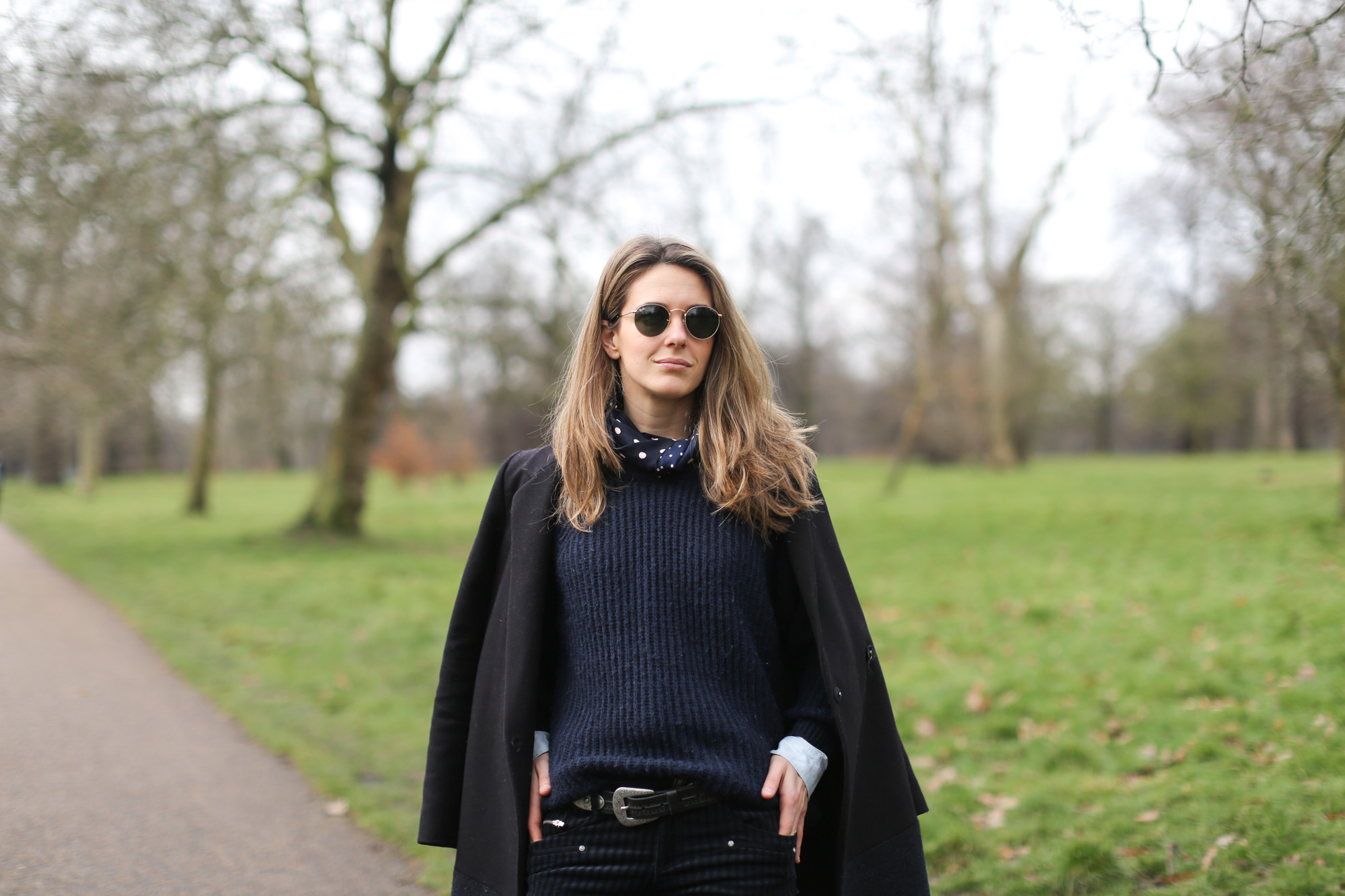 Clochet-streetstyle-london-hyde-park-cos-coat-navy-chunky-knit-2