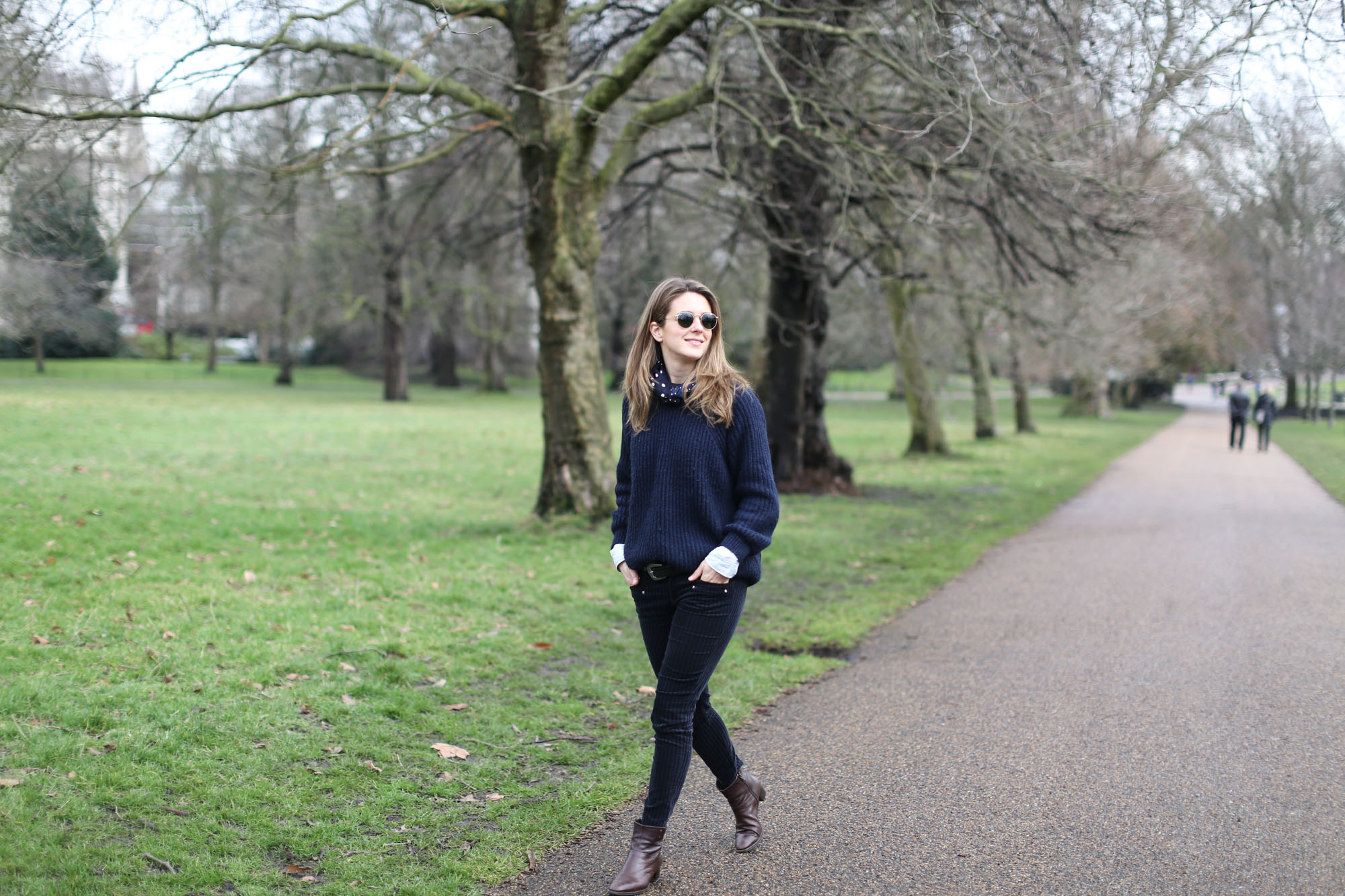 Clochet-streetstyle-london-hyde-park-cos-coat-navy-chunky-knit-5