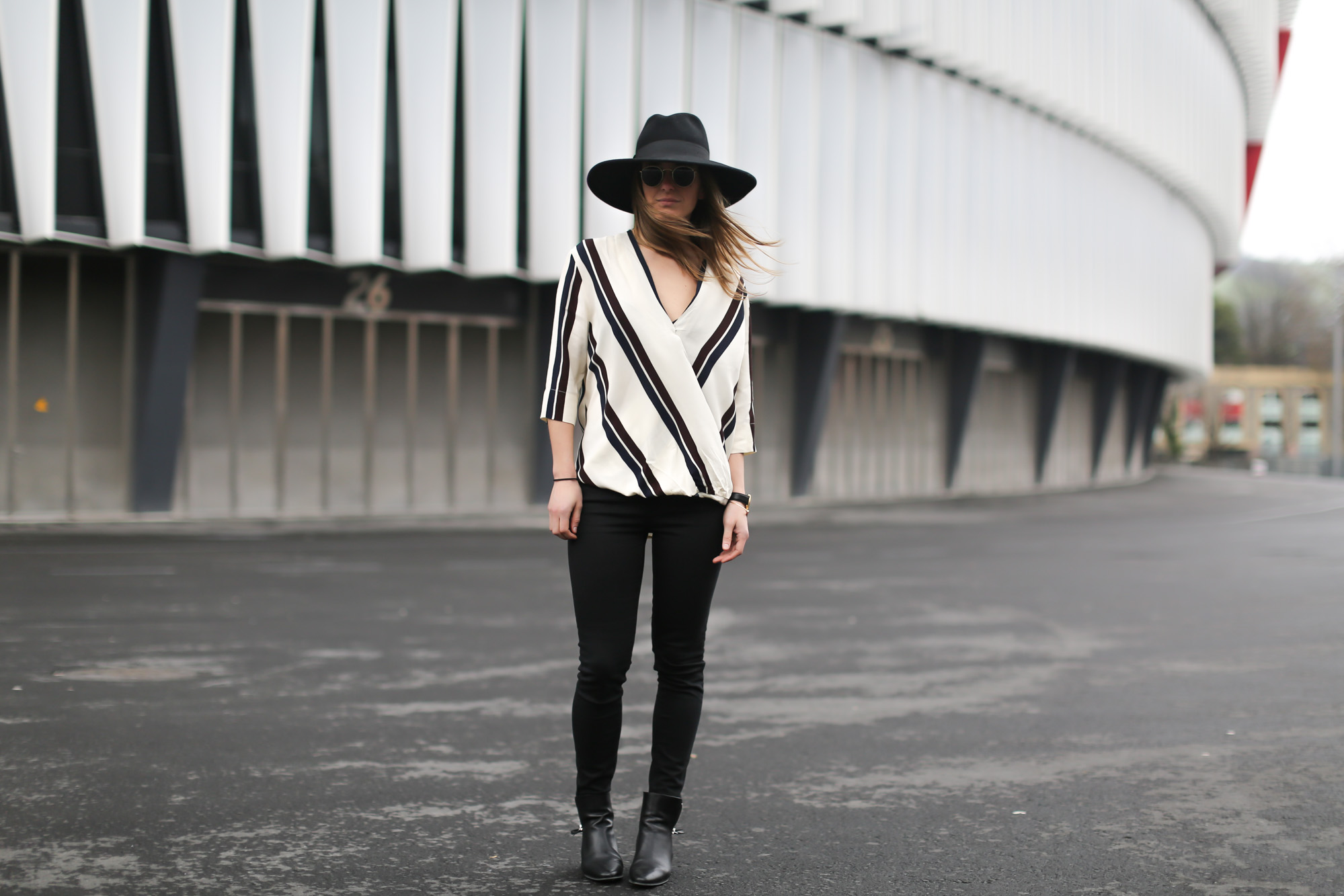 Clochet-streetstyle-topshop-shirt-fedora-hat-mango-leather-biker-jacket-12