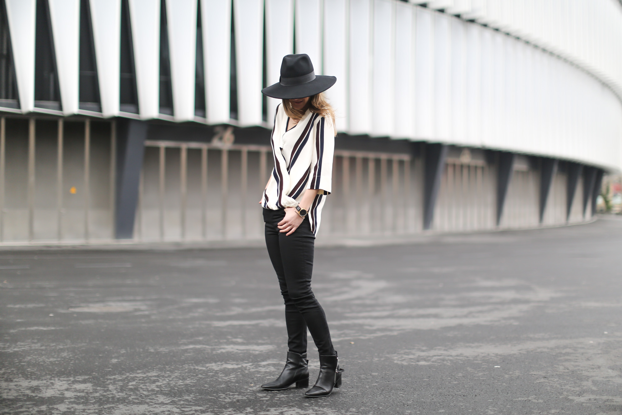 Clochet-streetstyle-topshop-shirt-fedora-hat-mango-leather-biker-jacket-13