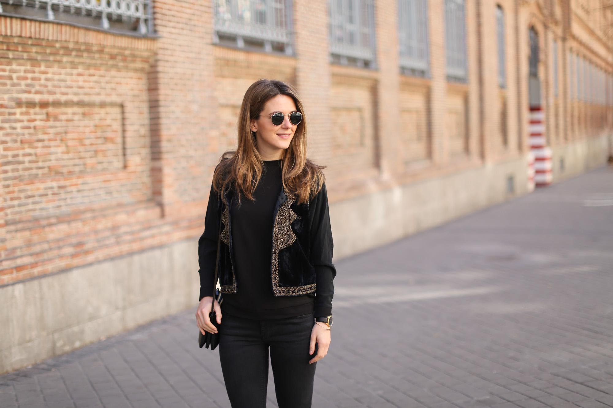 Clochet-streetstyle-zara-black-flared-jeans-boho-vest-larssonandjennins-saxon-5