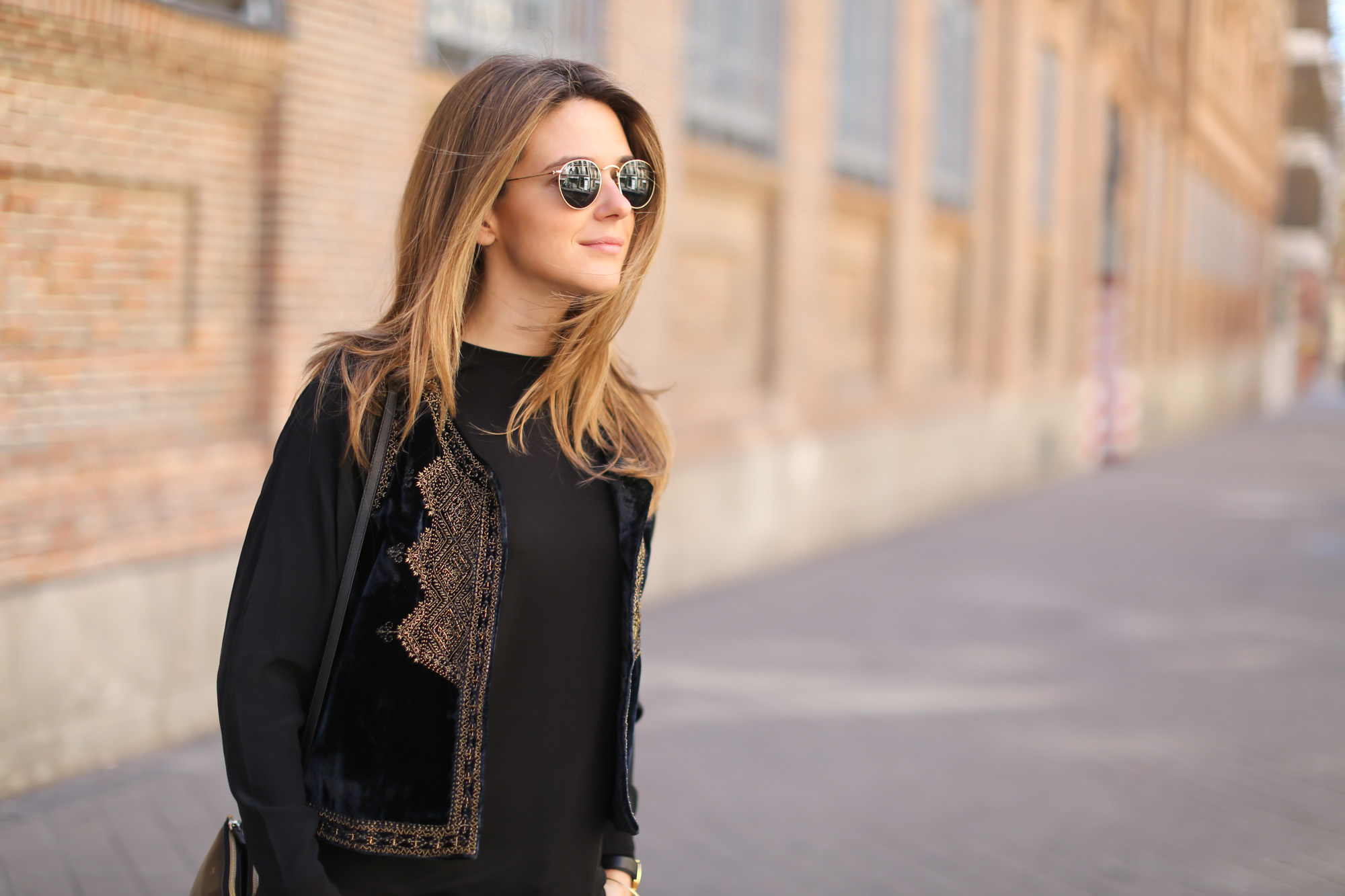Clochet-streetstyle-zara-black-flared-jeans-boho-vest-larssonandjennins-saxon-8