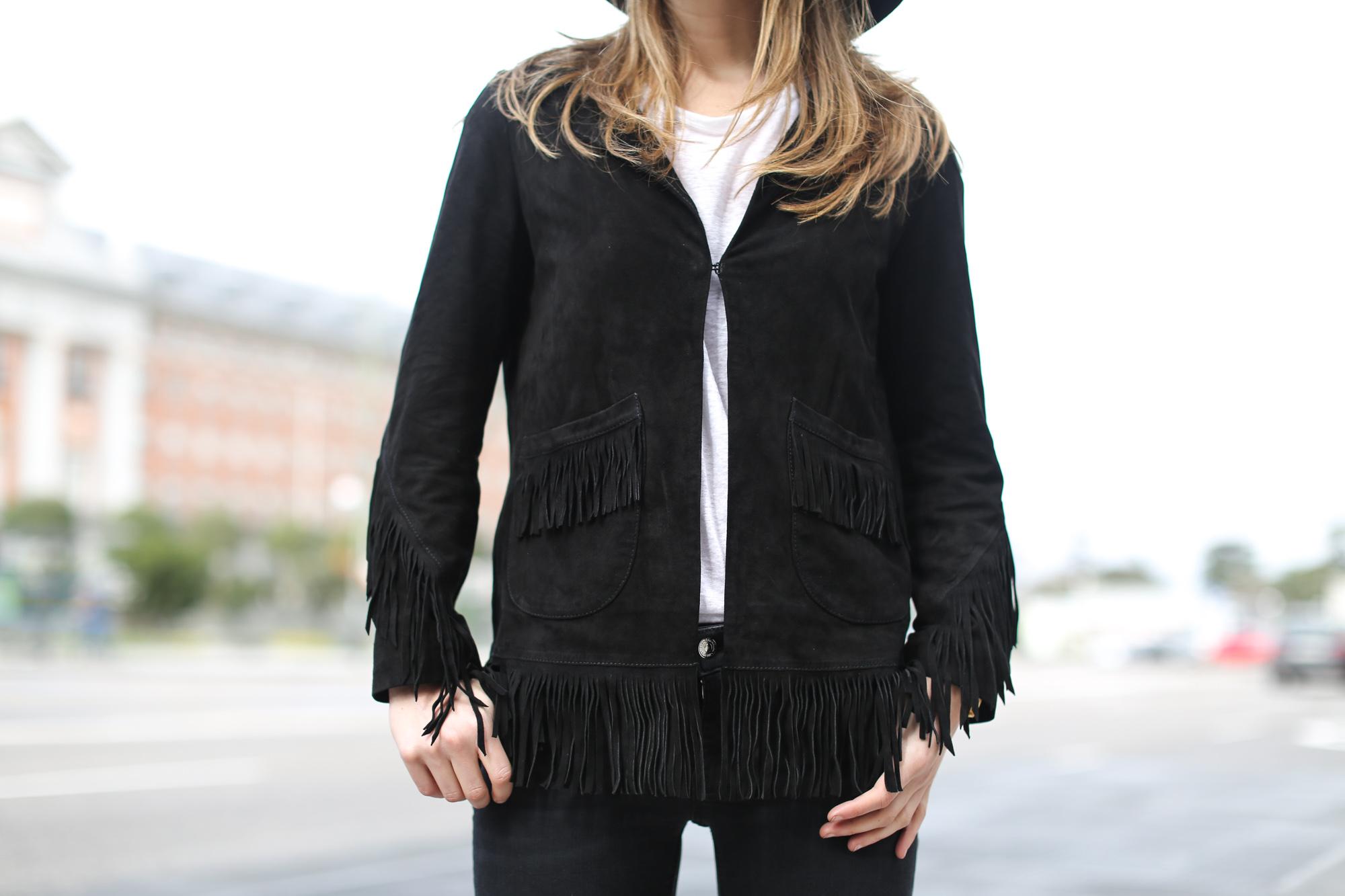 Clochet-streetstyle-zara-flared-jeans-celine-trio-bag-8
