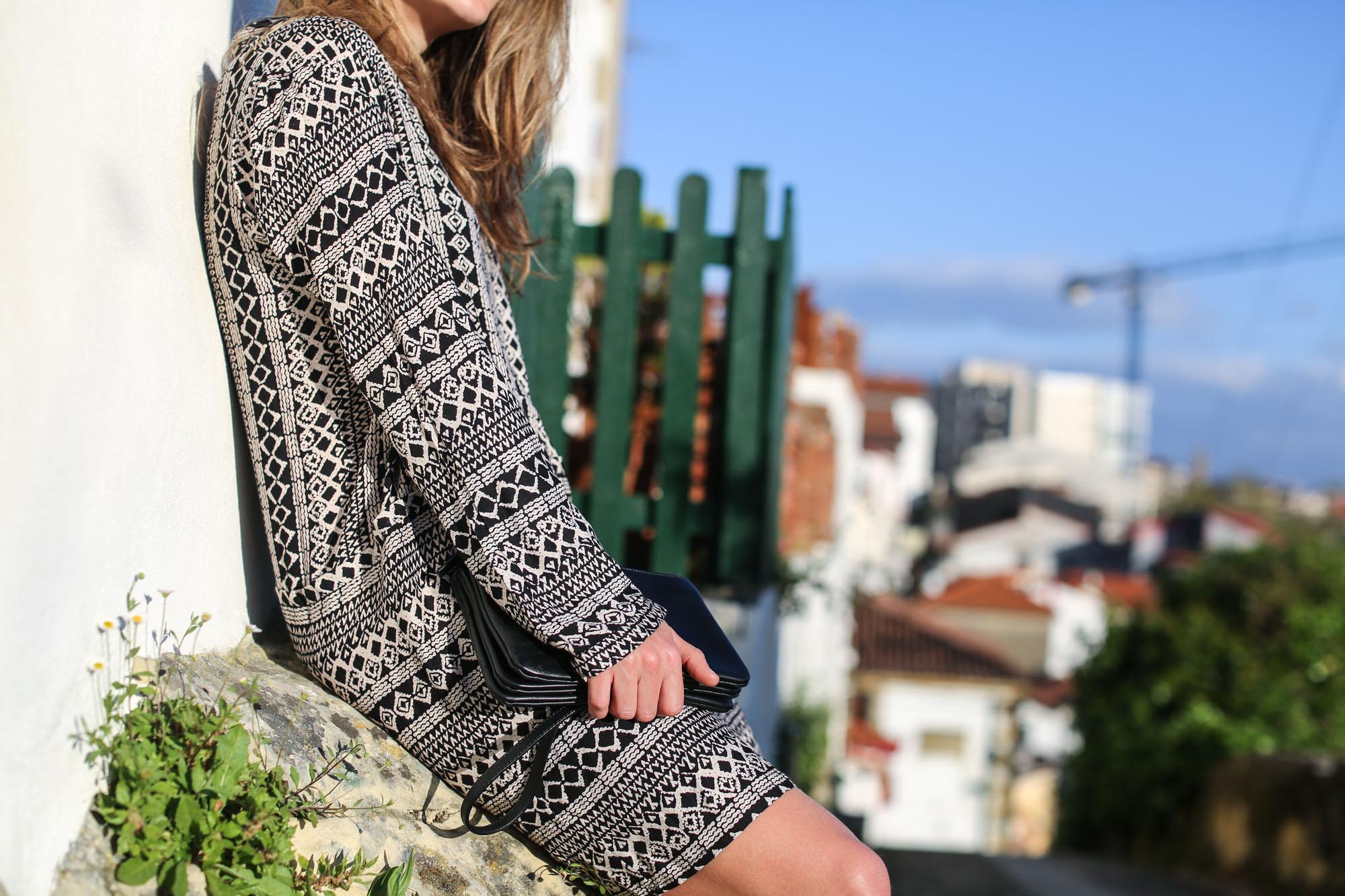 Clochet-streetstyle-mango-bandana-print-ethnic-dress-maje-fringed-suede-jacket-2