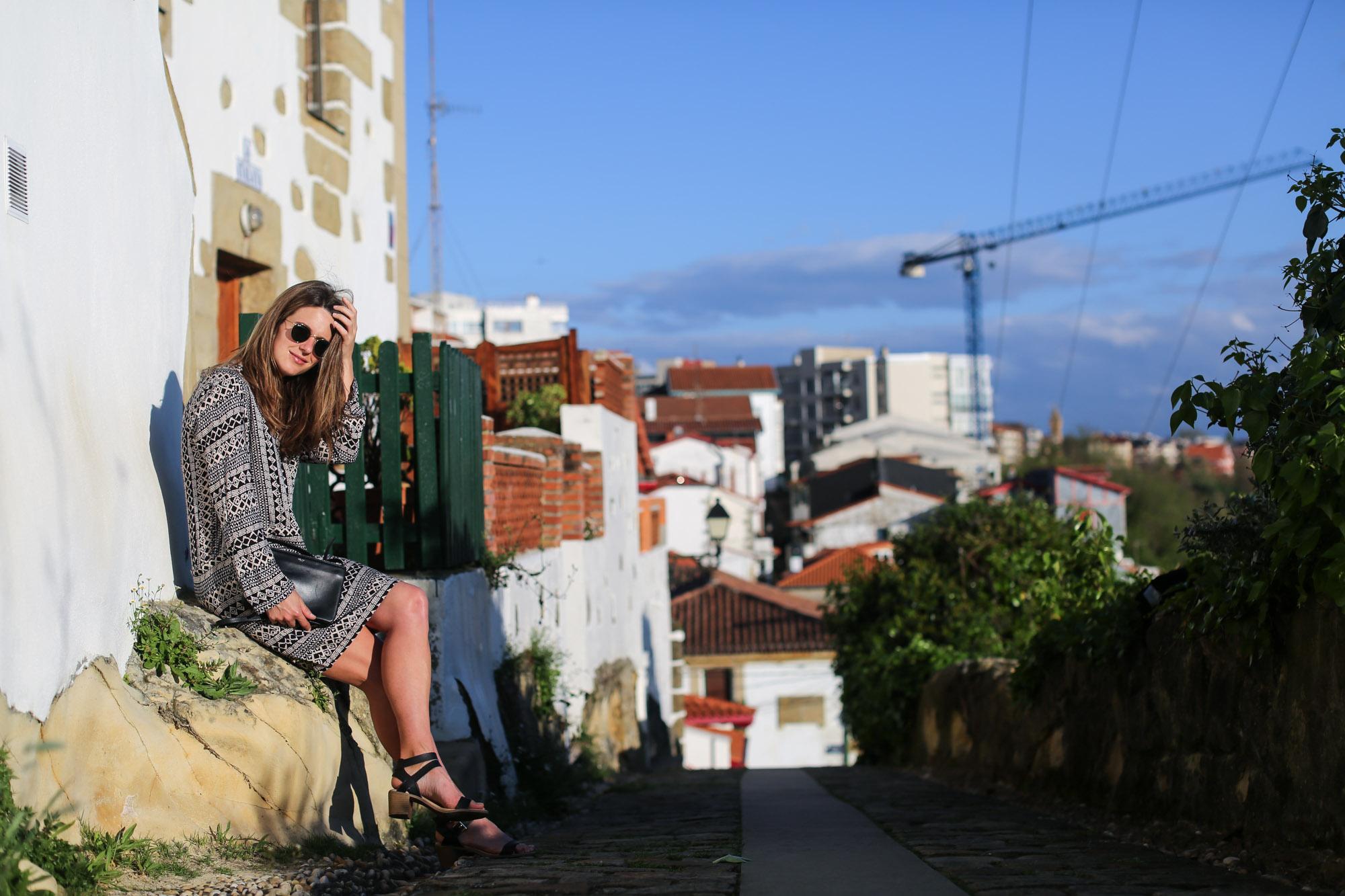 Clochet-streetstyle-mango-bandana-print-ethnic-dress-maje-fringed-suede-jacket-4