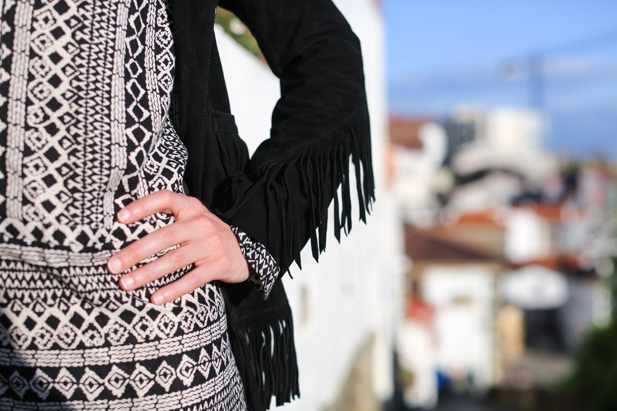 Clochet-streetstyle-mango-bandana-print-ethnic-dress-maje-fringed-suede-jacket-5