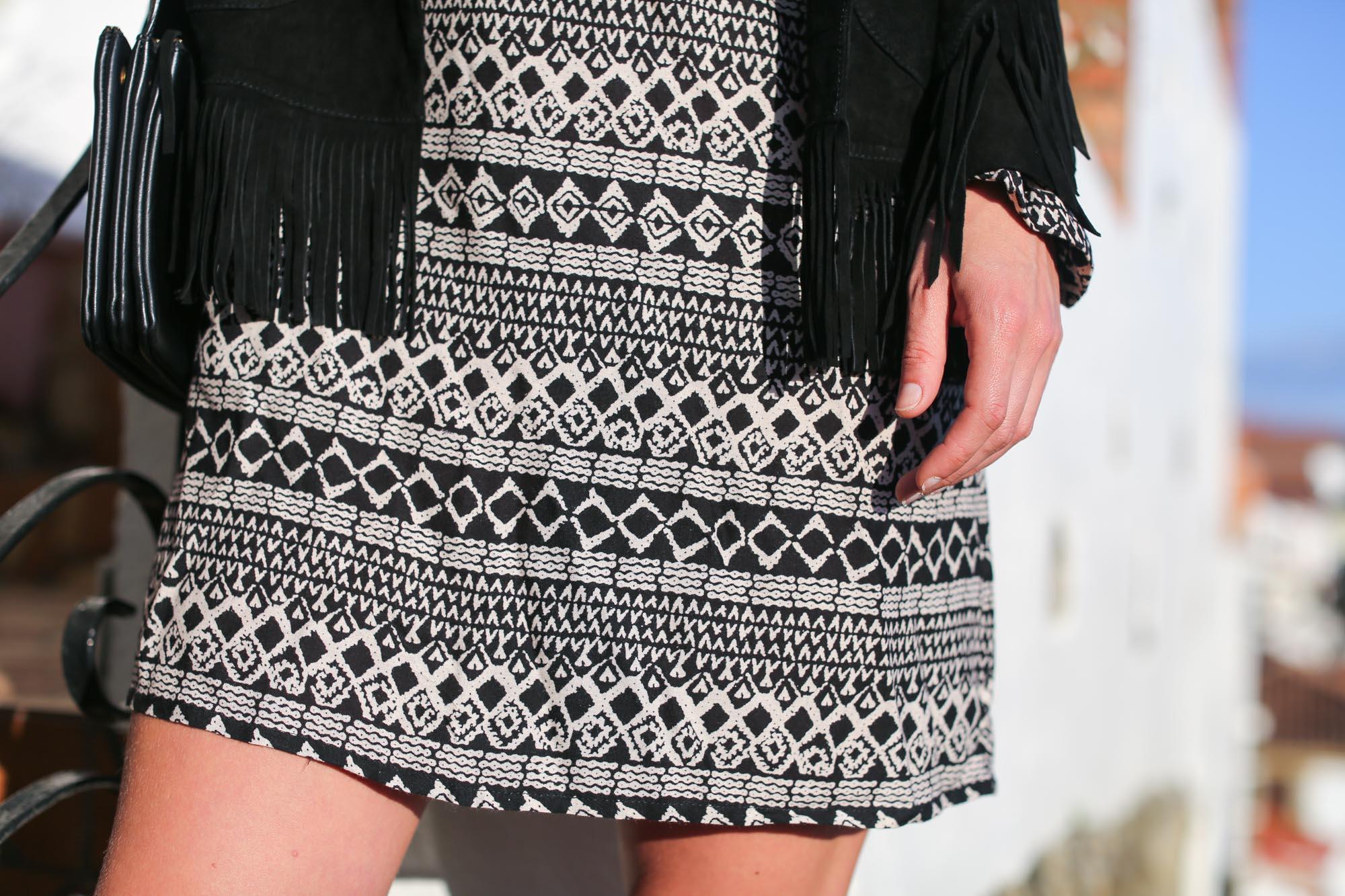 Clochet-streetstyle-mango-bandana-print-ethnic-dress-maje-fringed-suede-jacket-6
