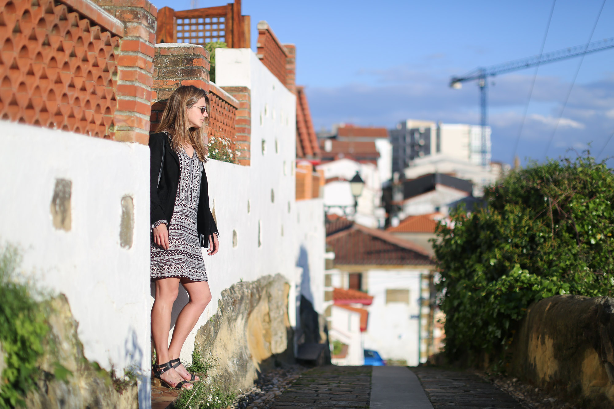 Clochet-streetstyle-mango-bandana-print-ethnic-dress-maje-fringed-suede-jacket-9