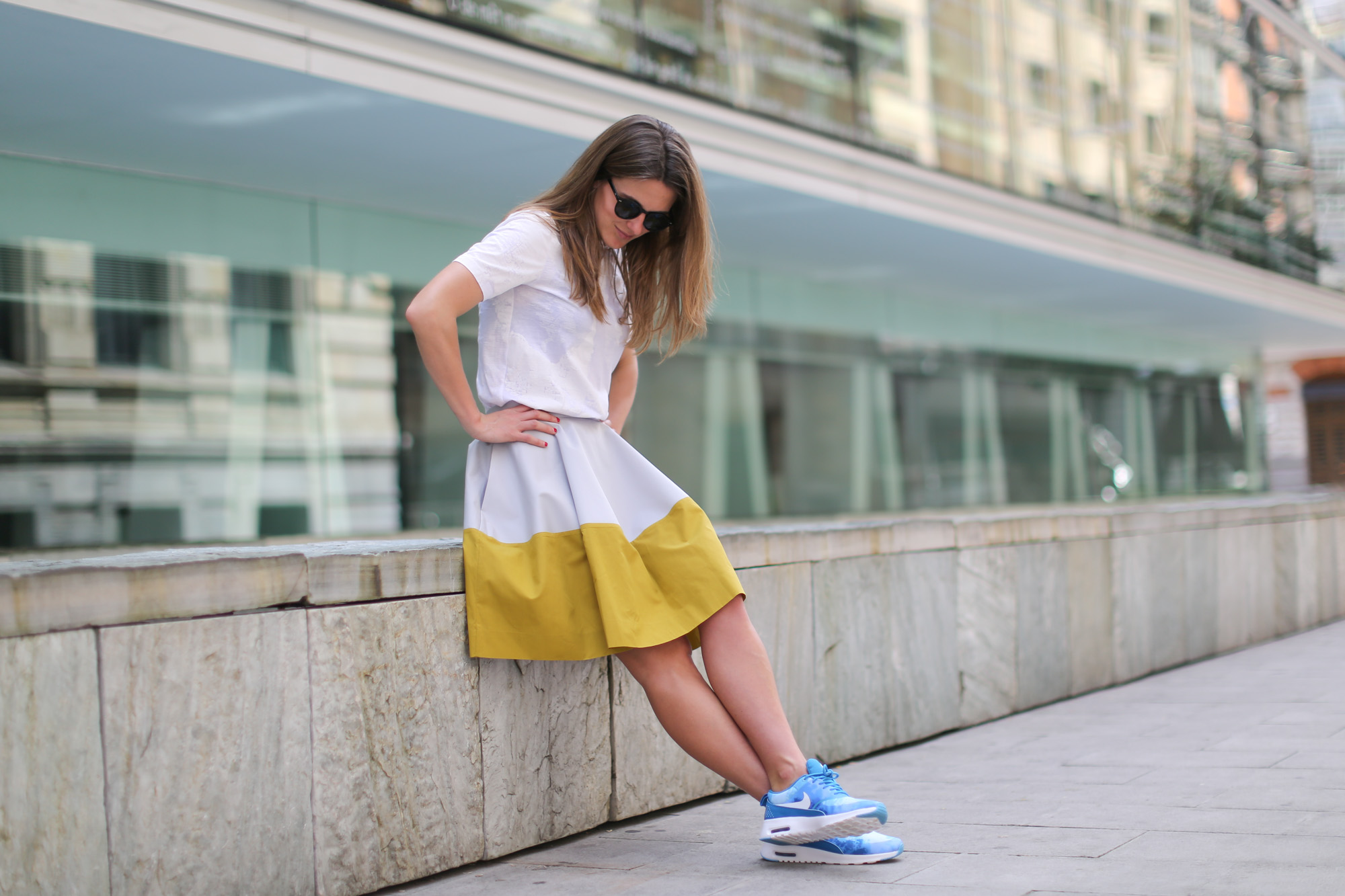 Clochet-streetstyle-nike-ari-max-thea-blue-cos-bicolor-skirt-11
