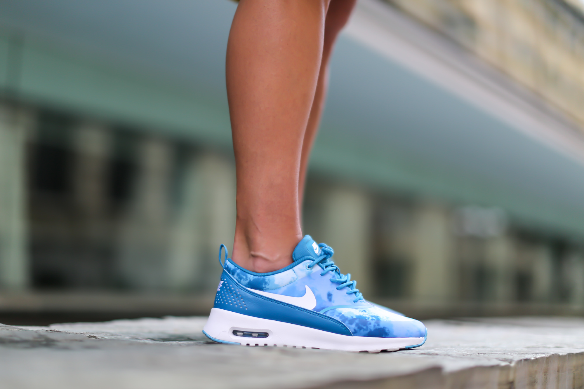 Clochet-streetstyle-nike-ari-max-thea-blue-cos-bicolor-skirt-2