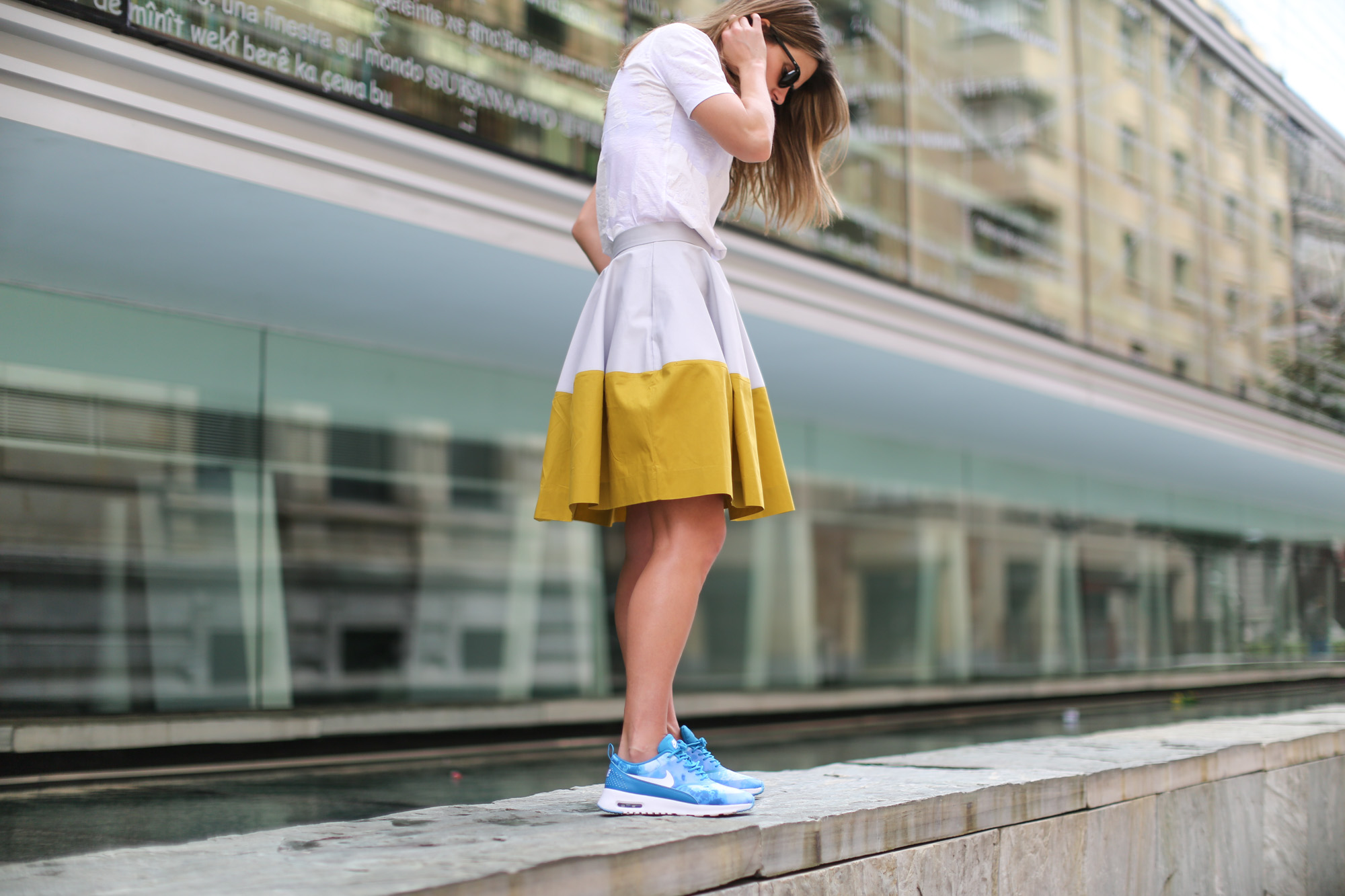 Clochet-streetstyle-nike-ari-max-thea-blue-cos-bicolor-skirt-3