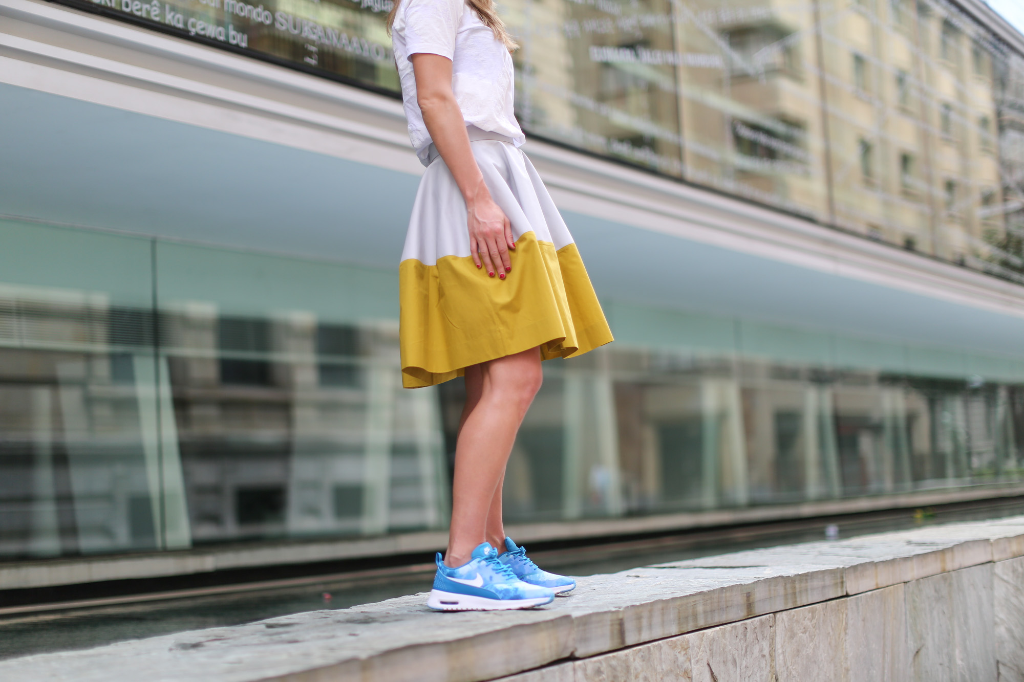 Clochet-streetstyle-nike-ari-max-thea-blue-cos-bicolor-skirt-4