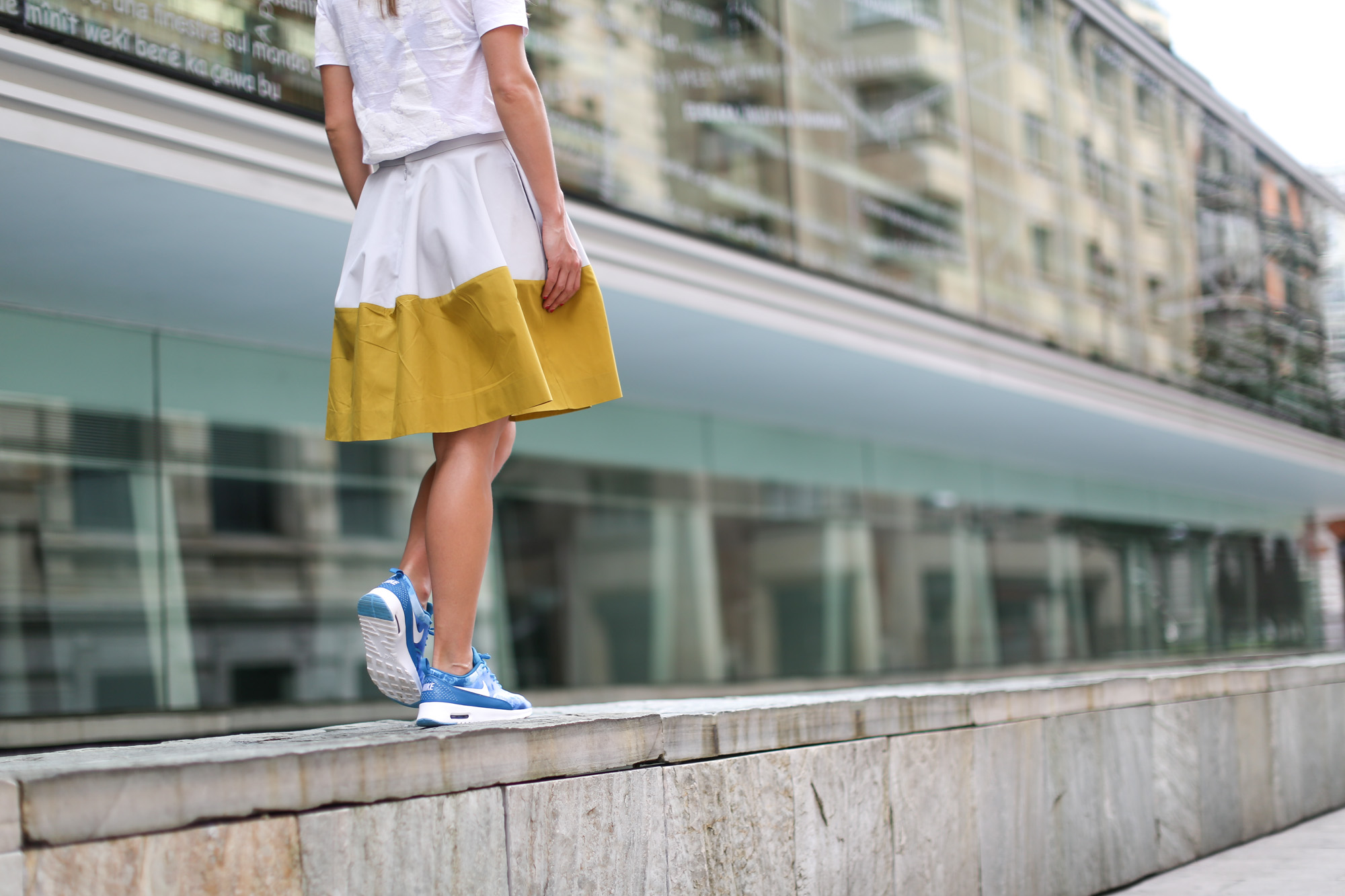 Clochet-streetstyle-nike-ari-max-thea-blue-cos-bicolor-skirt-5