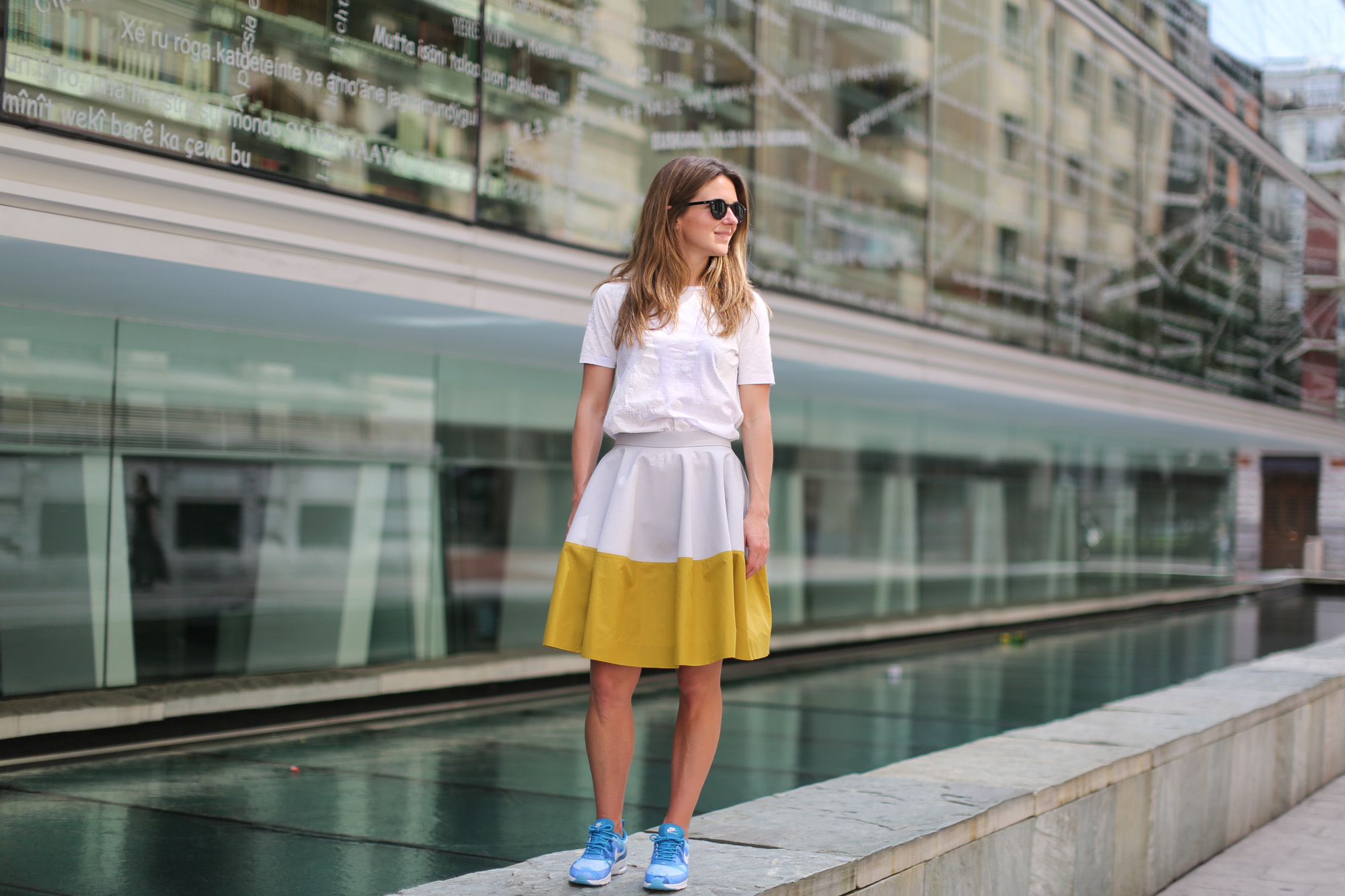 Clochet-streetstyle-nike-ari-max-thea-blue-cos-bicolor-skirt-6