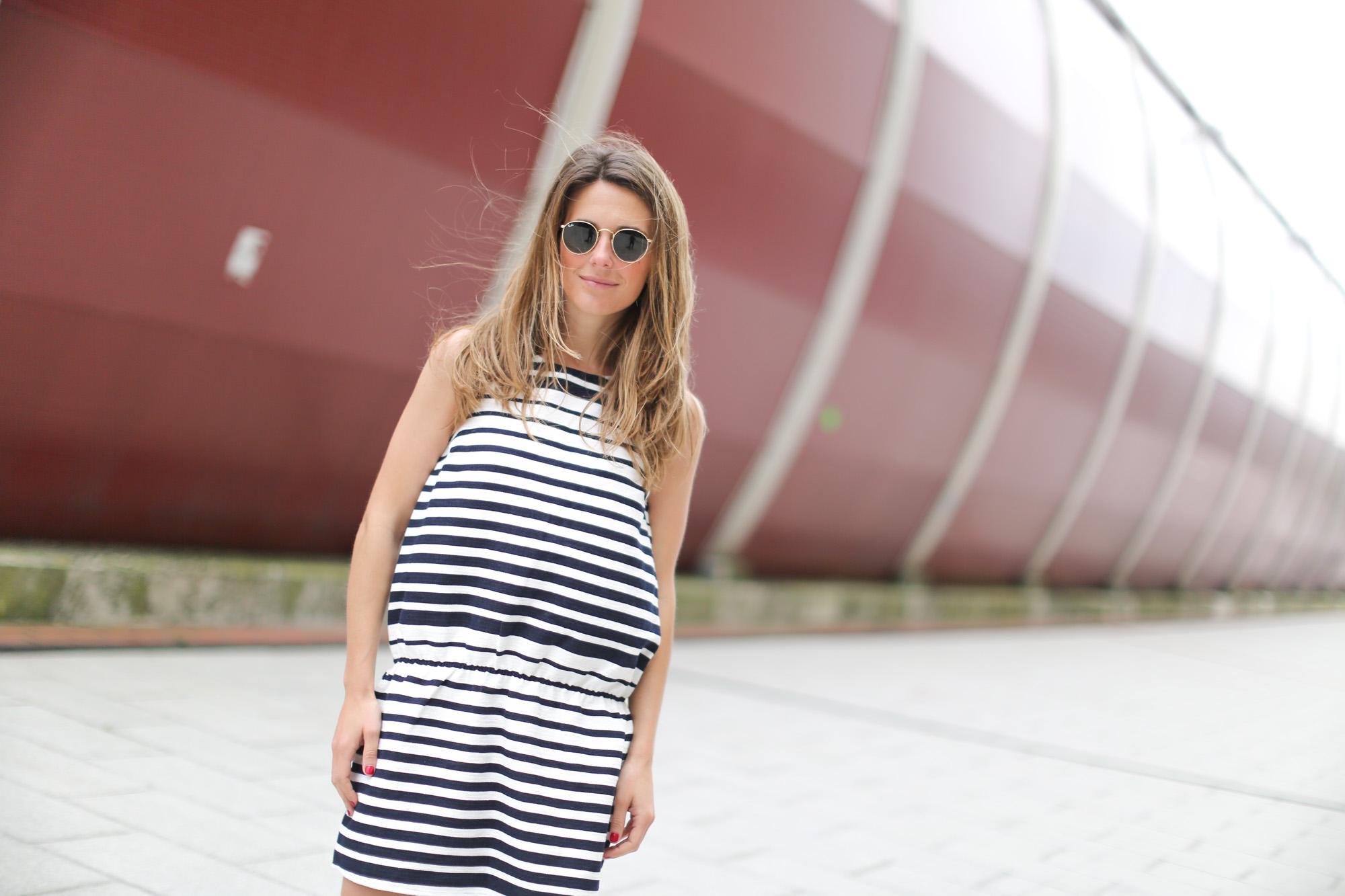 Clochet-streetstyle-suiteblanco-denim-jacket-stripped-dress-superga-classic-navy-5
